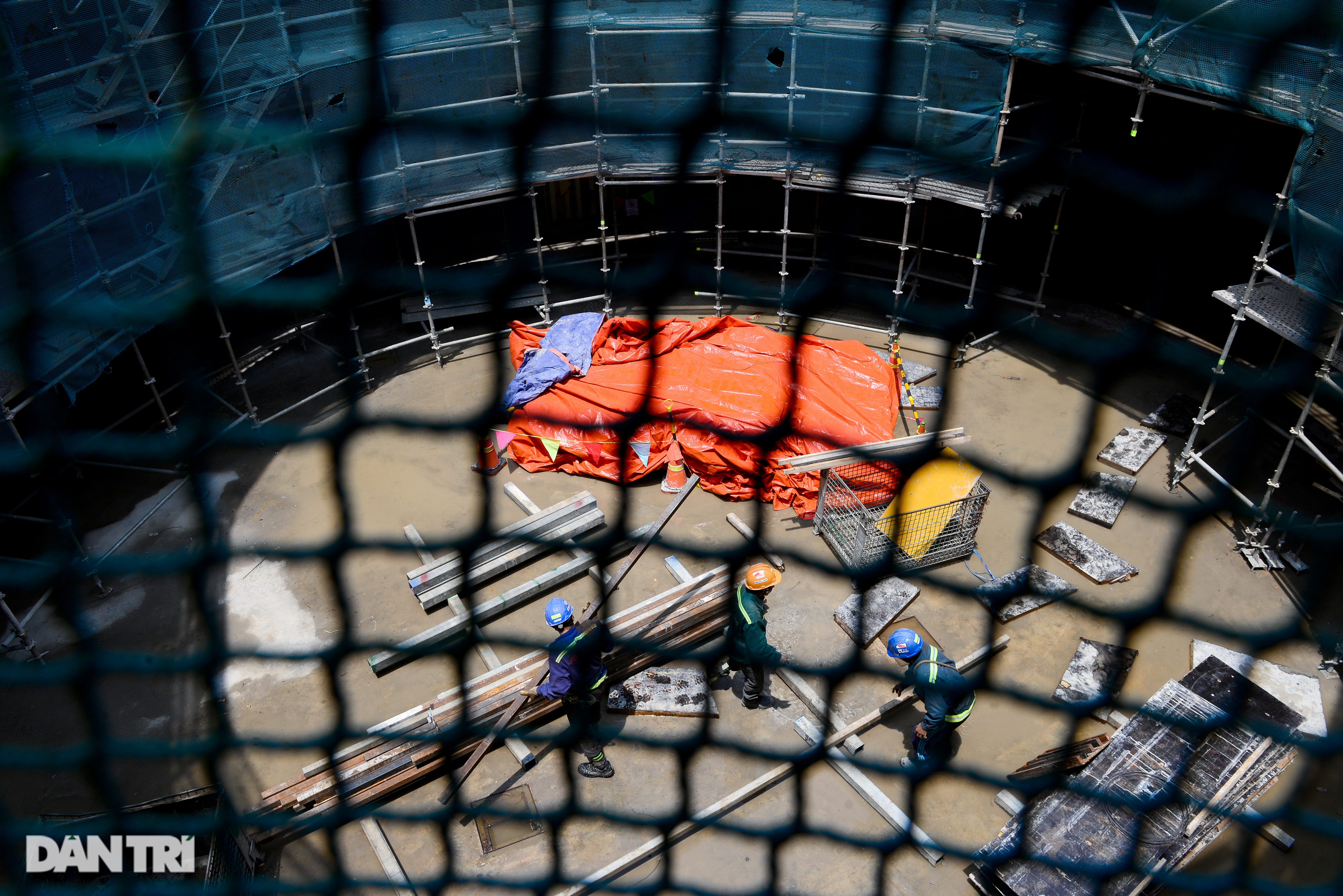 Khám phá giếng trời khổng lồ ăn sâu xuống lòng đất tại ga Metro Bến Thành - 15