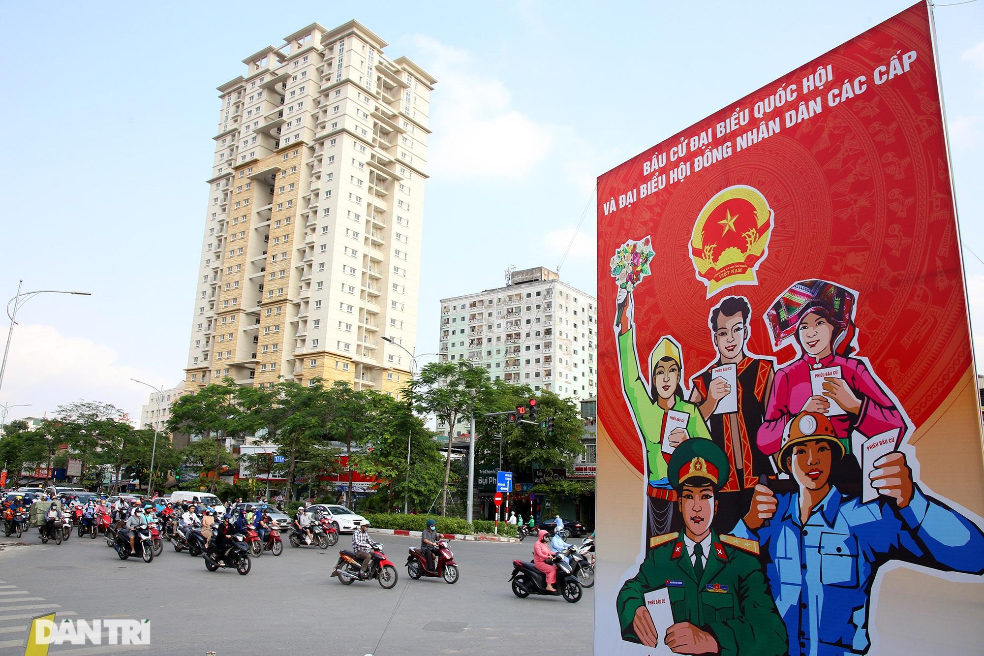Hà Nội trang trí đường phố chào mừng cuộc bầu cử Đại biểu Quốc hội khóa XV - 13