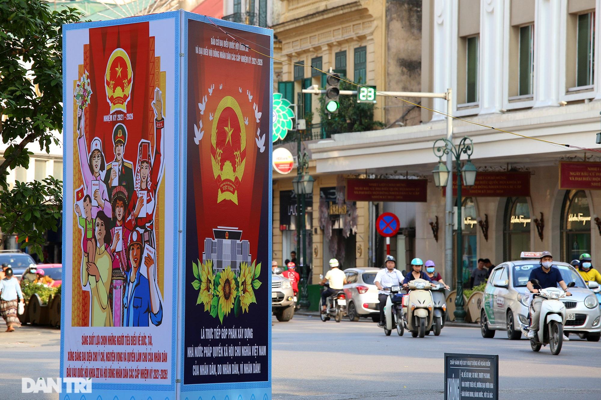 Hà Nội trang trí đường phố chào mừng cuộc bầu cử Đại biểu Quốc hội khóa XV - 14