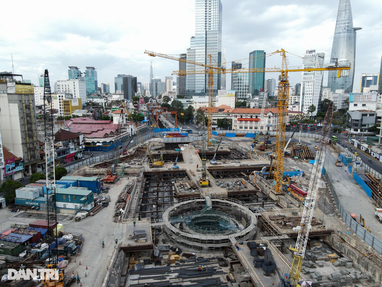 Khám phá giếng trời khổng lồ ăn sâu xuống lòng đất tại ga Metro Bến Thành - 10