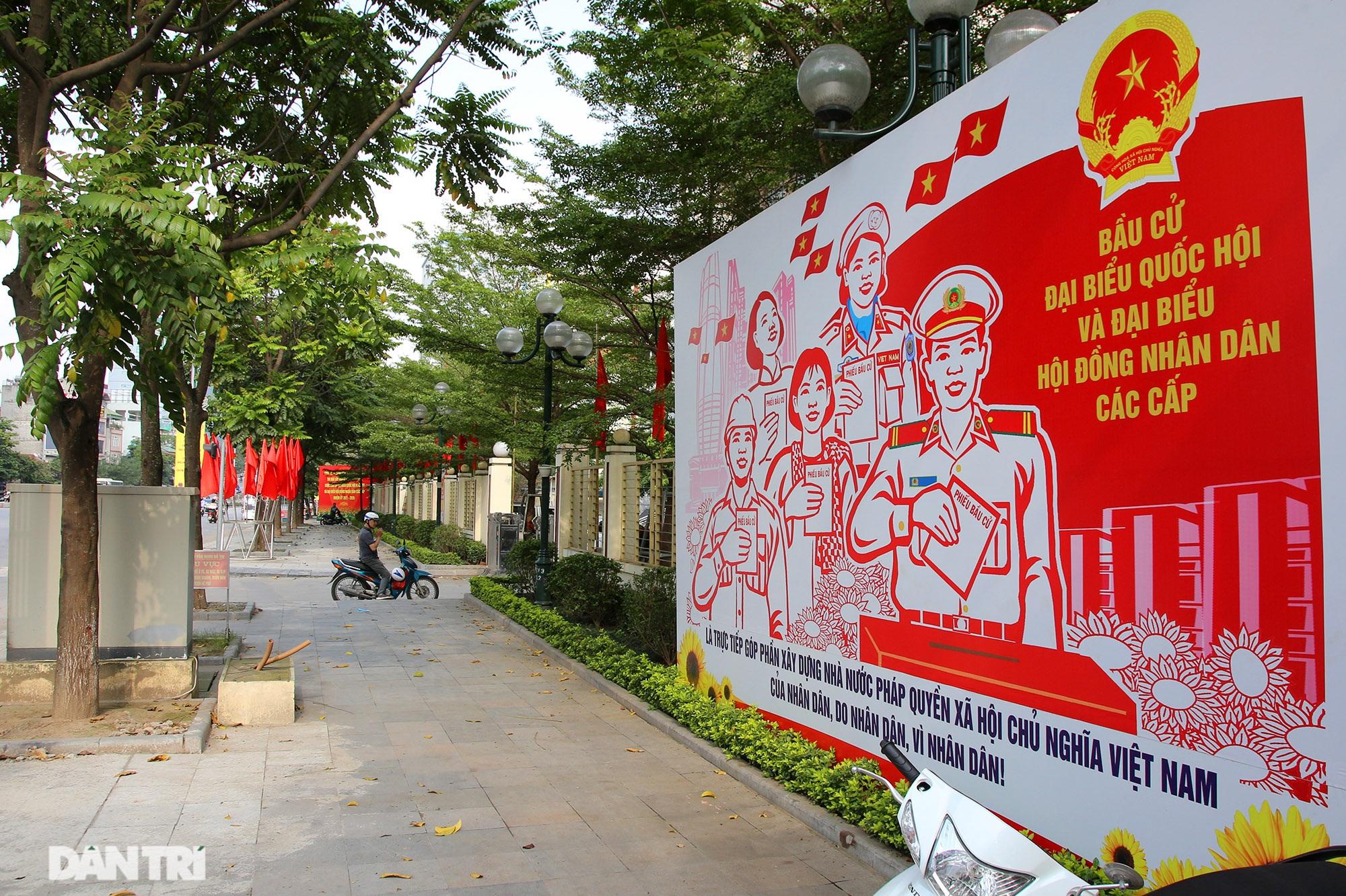 Hà Nội trang trí đường phố chào mừng cuộc bầu cử Đại biểu Quốc hội khóa XV - 5