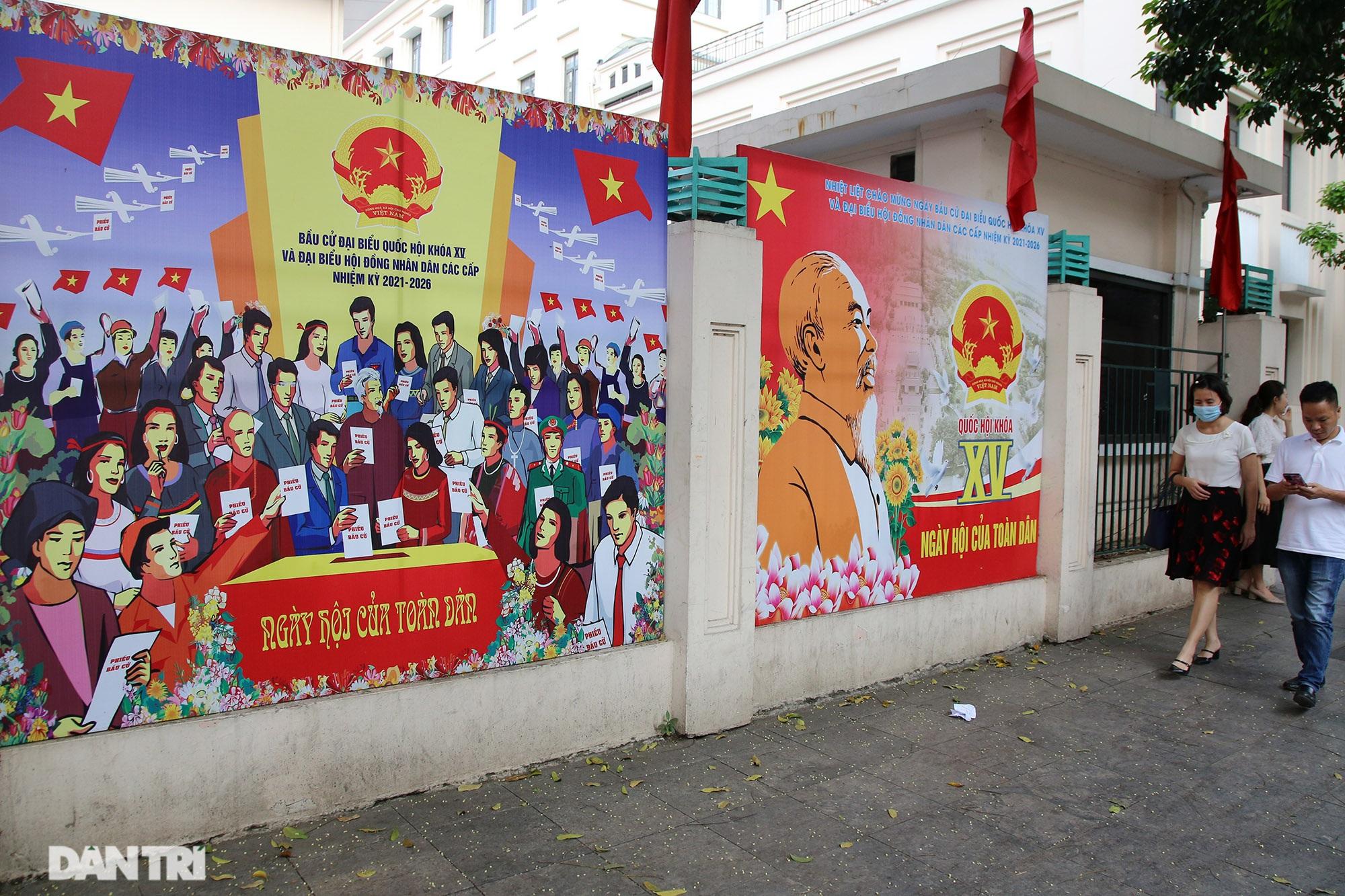 Hà Nội trang trí đường phố chào mừng cuộc bầu cử Đại biểu Quốc hội khóa XV - 8