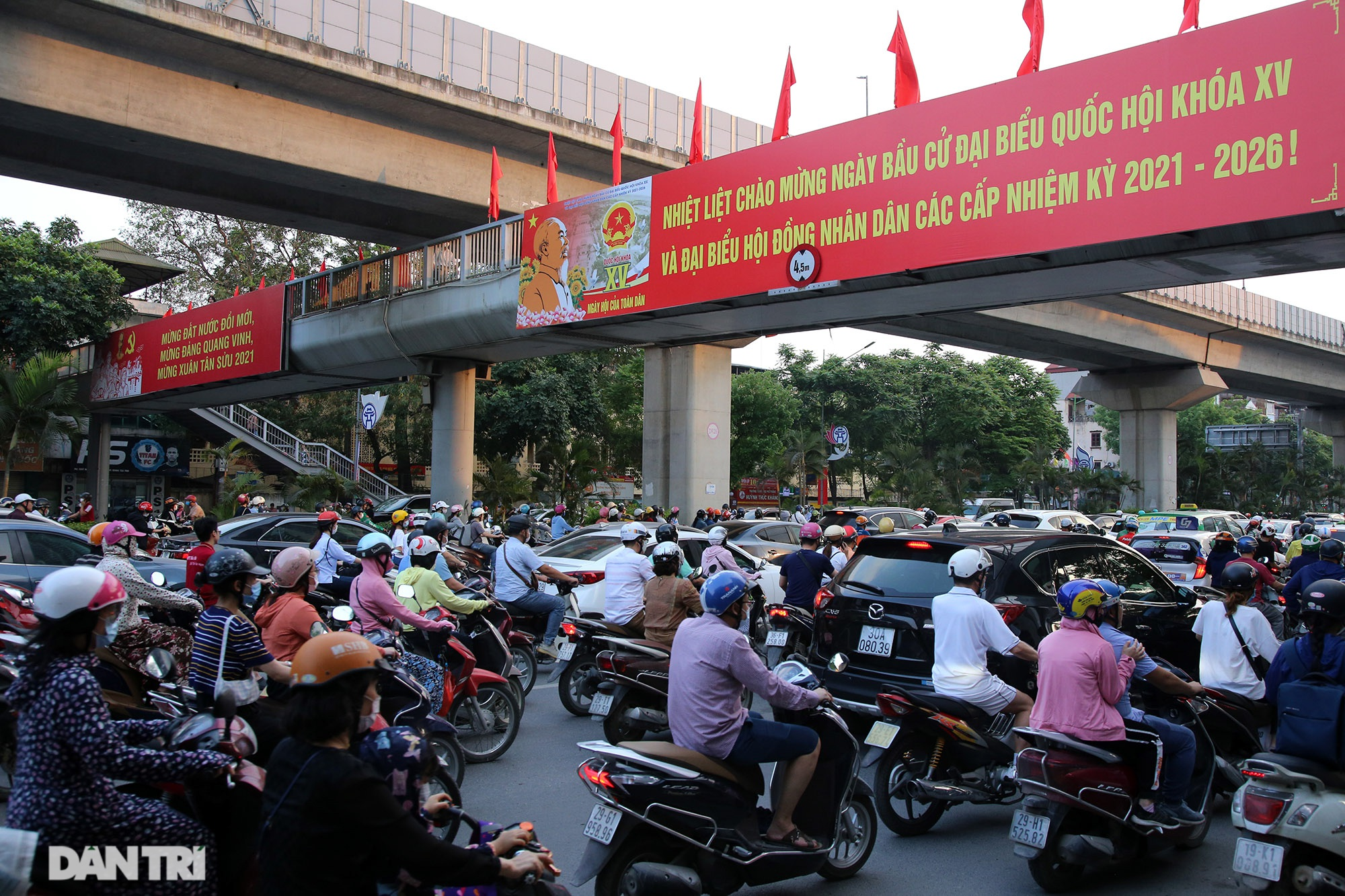 Hà Nội trang trí đường phố chào mừng cuộc bầu cử Đại biểu Quốc hội khóa XV - 9