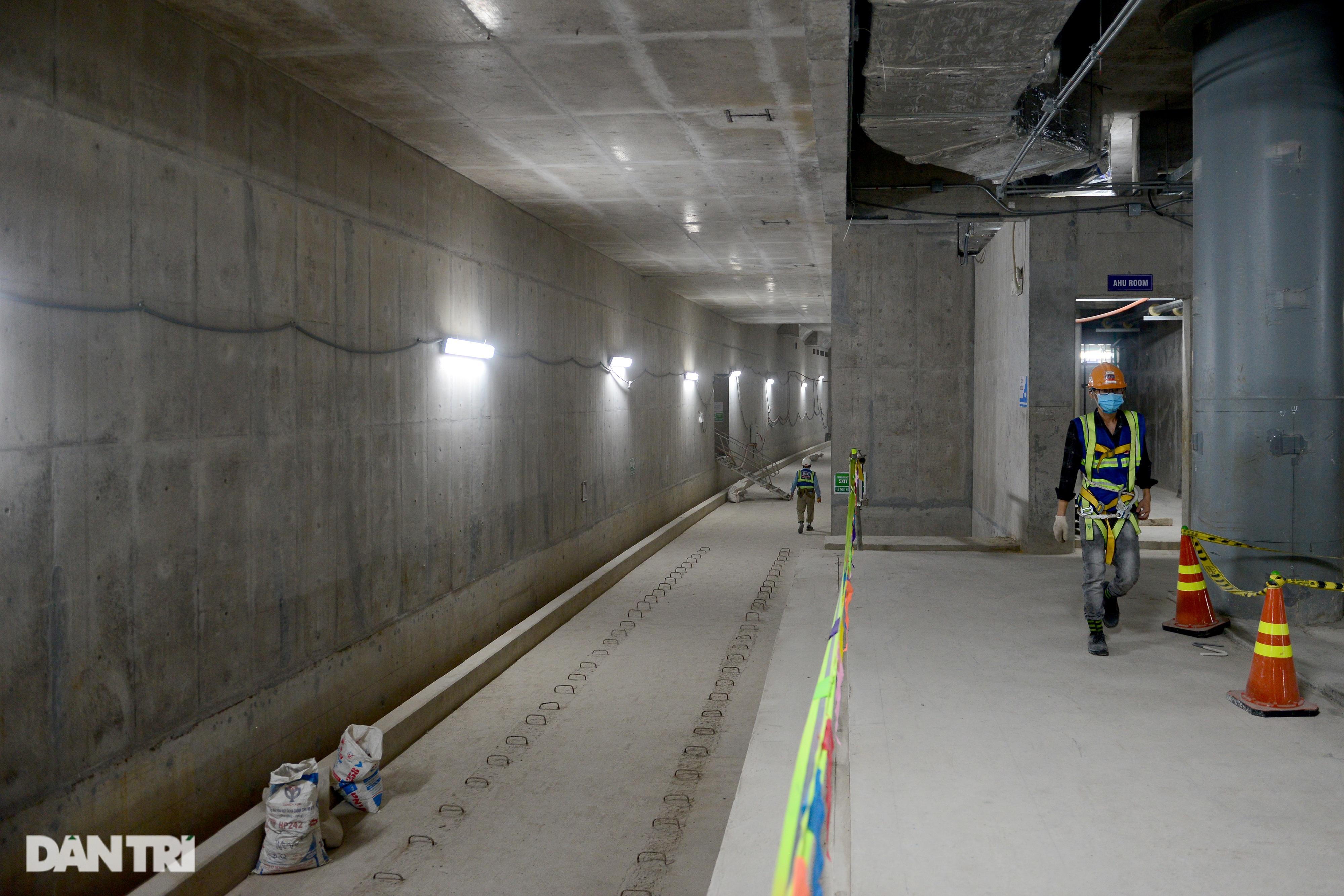 Khám phá giếng trời khổng lồ ăn sâu xuống lòng đất tại ga Metro Bến Thành - 12