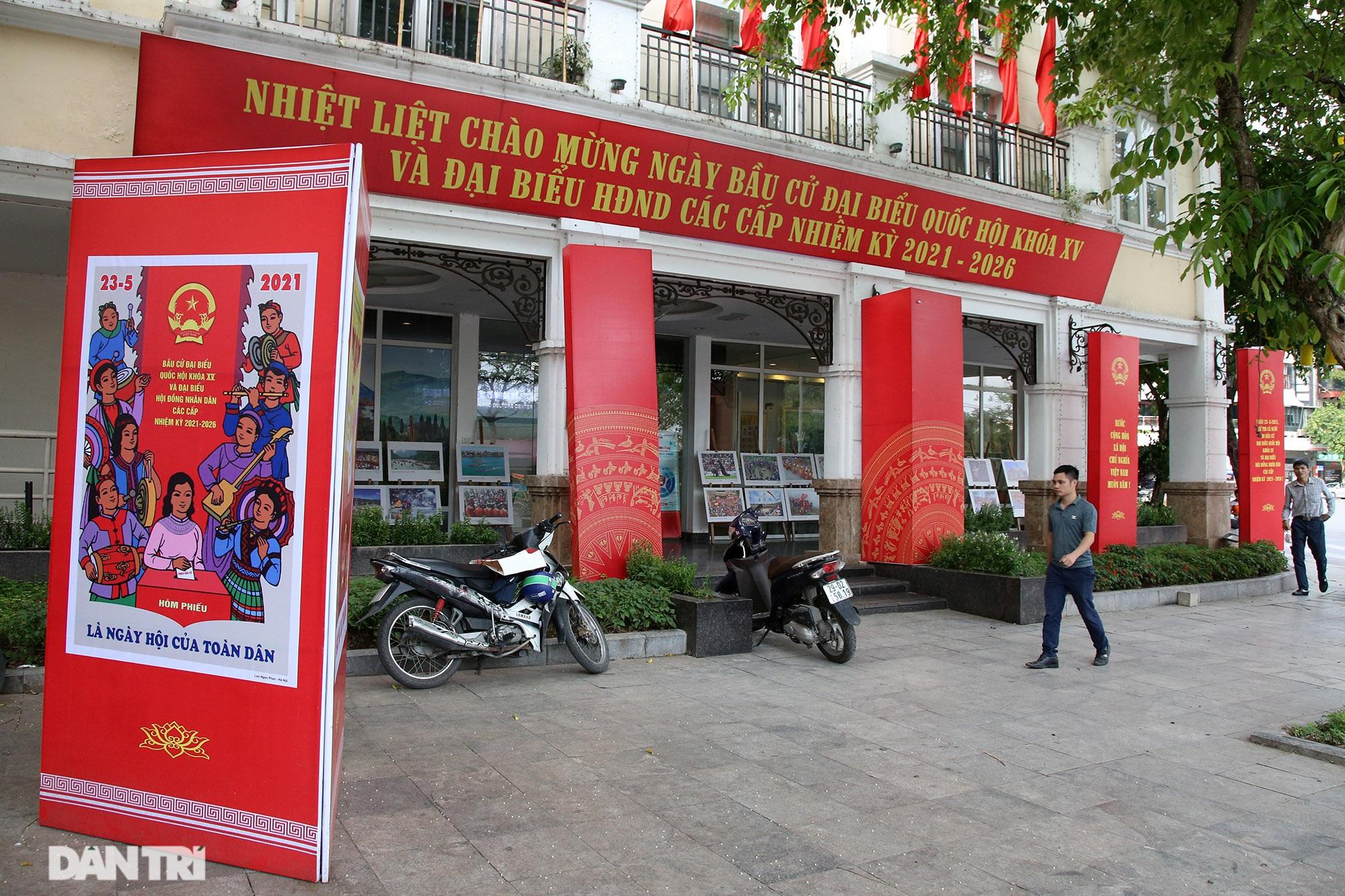 Hà Nội trang trí đường phố chào mừng cuộc bầu cử Đại biểu Quốc hội khóa XV - 10