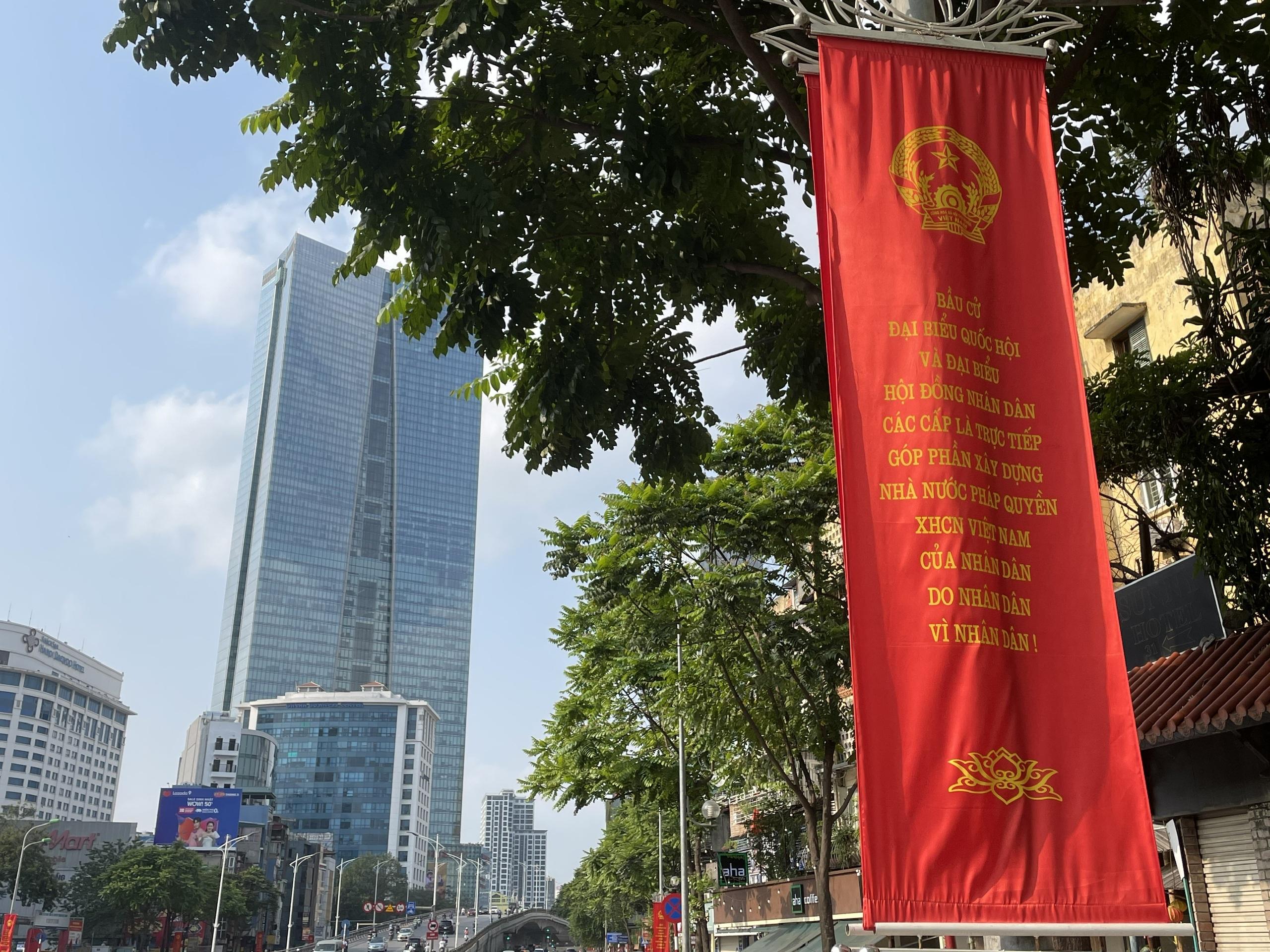 Hà Nội trang trí đường phố chào mừng cuộc bầu cử Đại biểu Quốc hội khóa XV - 6