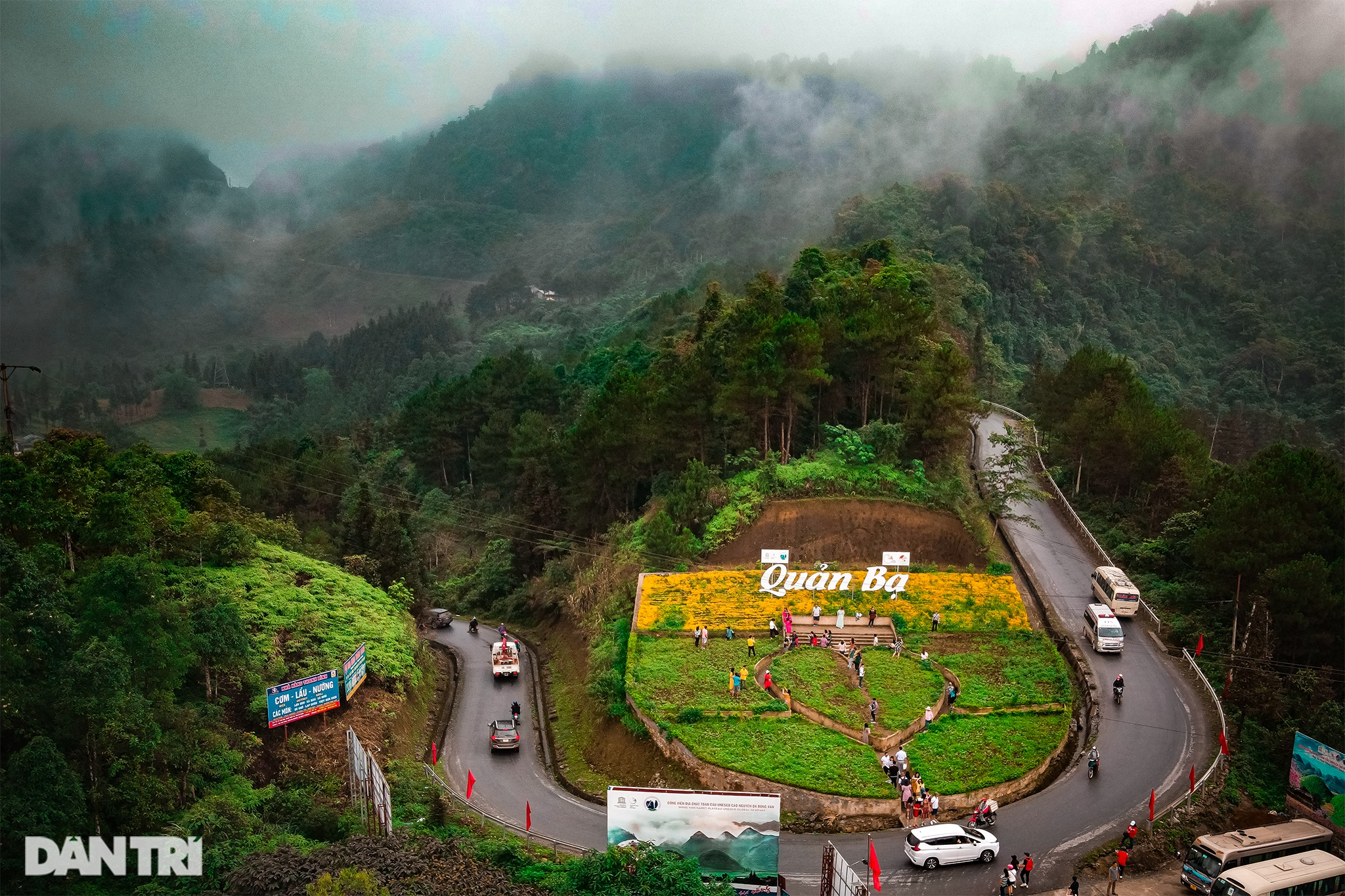 The majesty along the road of happiness on the rocky plateau of Ha Giang - 5