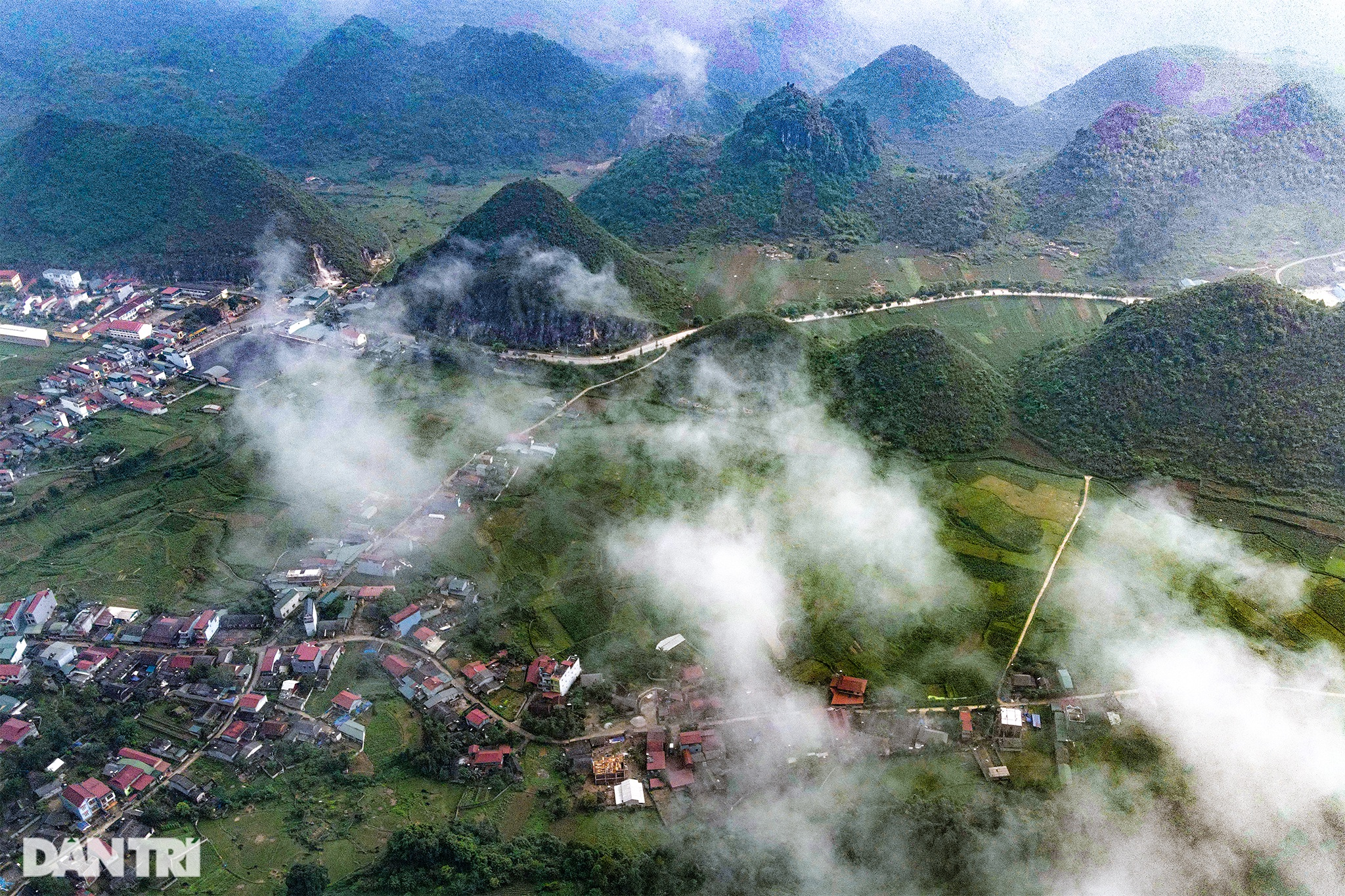 The majesty along the road of happiness on the rocky plateau of Ha Giang - 6