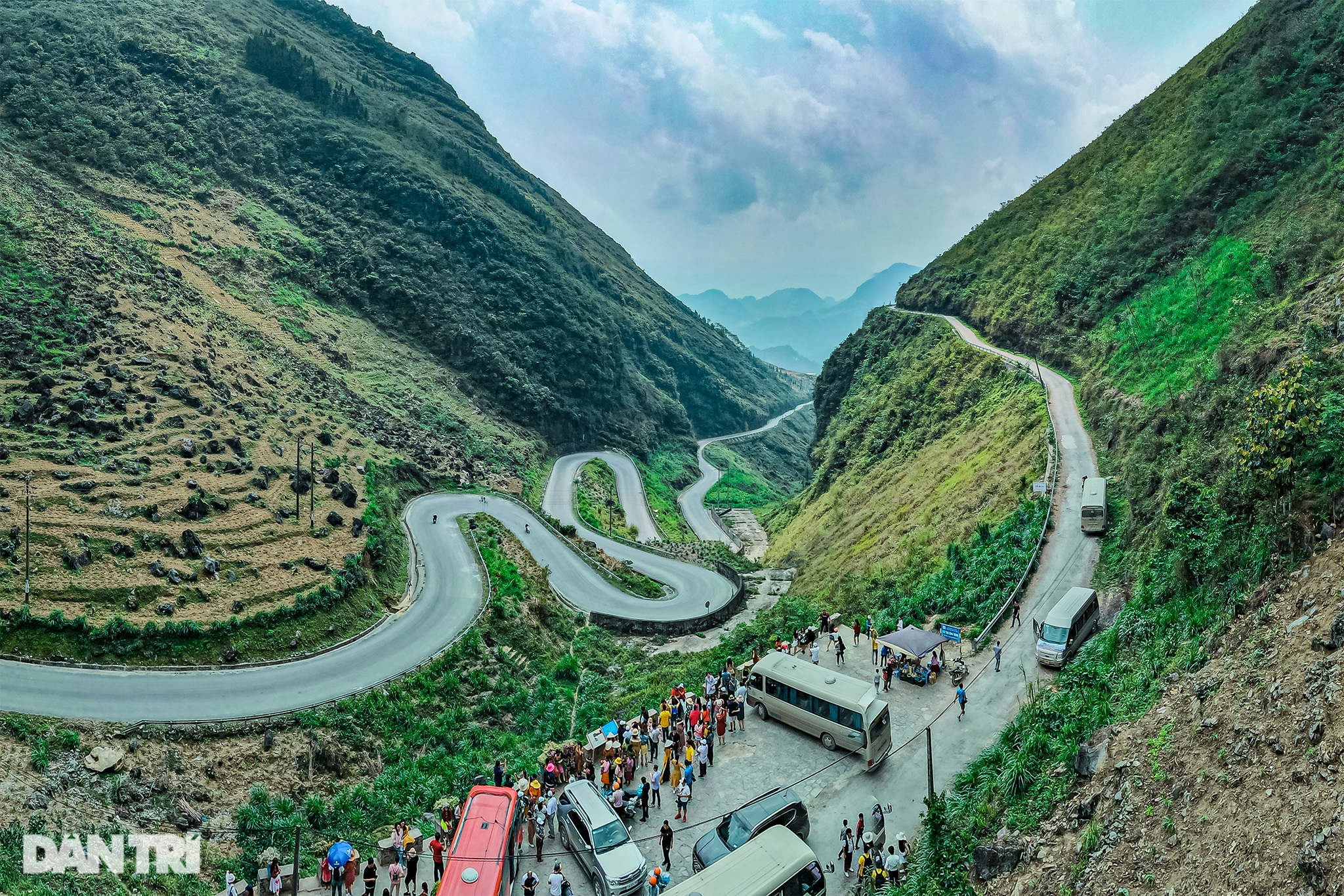 The majesty along the road of happiness on the rocky plateau of Ha Giang - 7