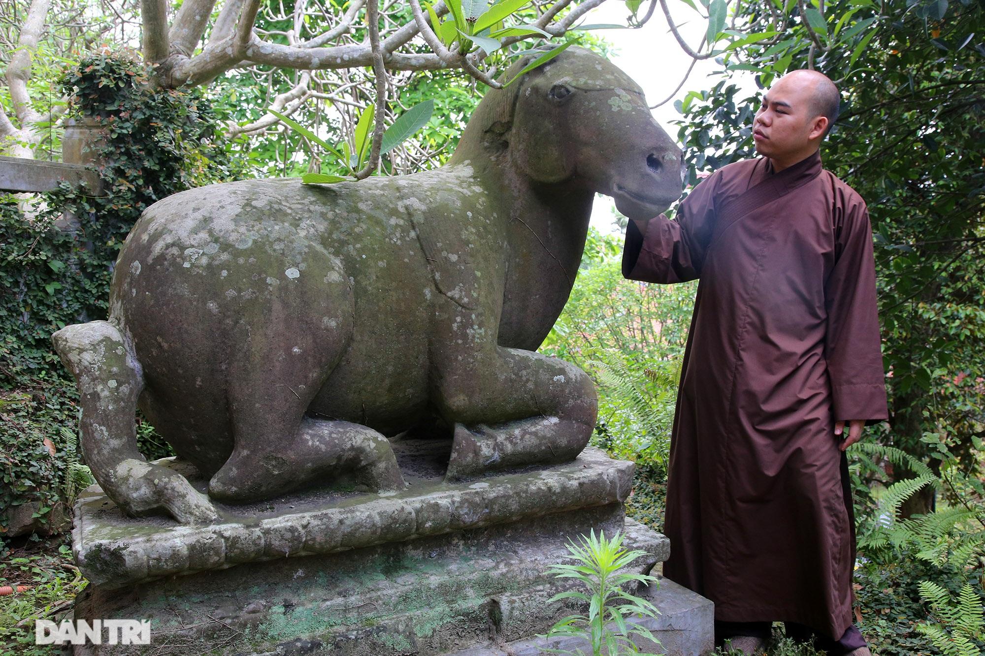 Strangely 10 thousand year old stone summoned beasts guard Buddha Tich Pagoda - 12