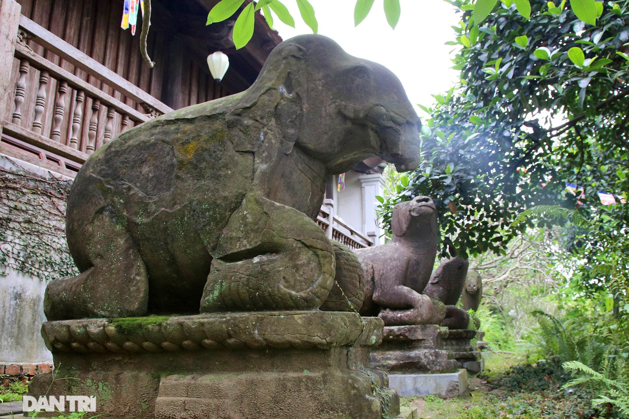 Strangely 10 thousand year old stone summoned beasts guard Buddha Tich Pagoda - 14