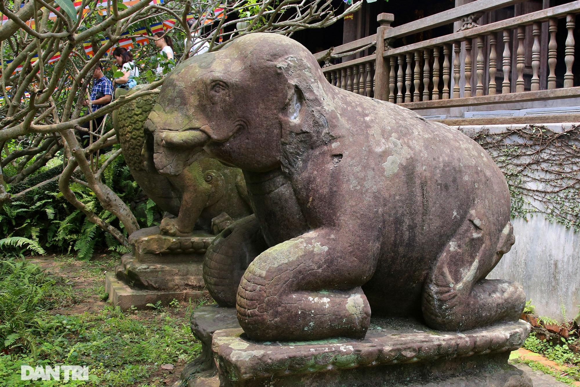 Strangely 10 thousand year old stone summoned beasts guard Buddha Tich Pagoda - 5