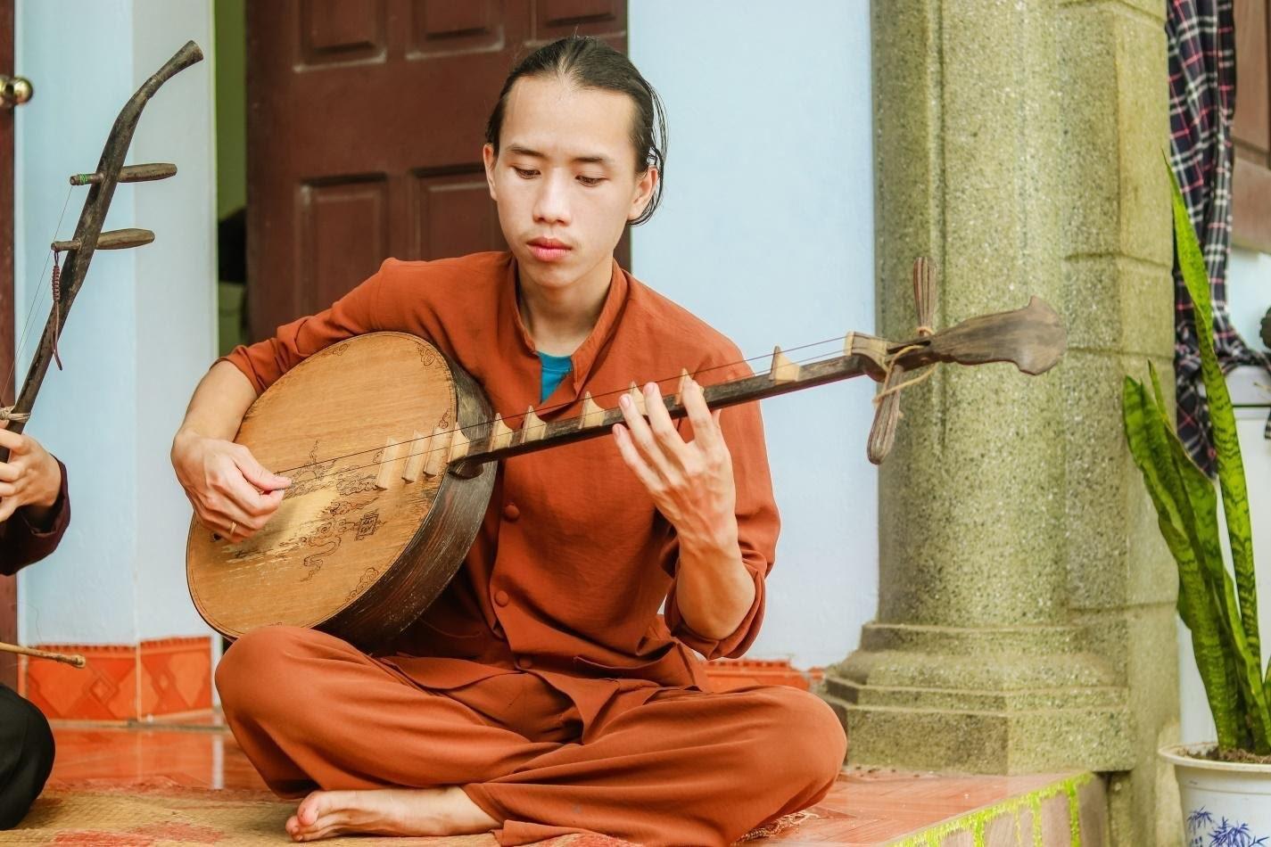 Chàng trai 10X đam mê hát Xẩm trên quê hương nghệ nhân Hà Thị Cầu - 1