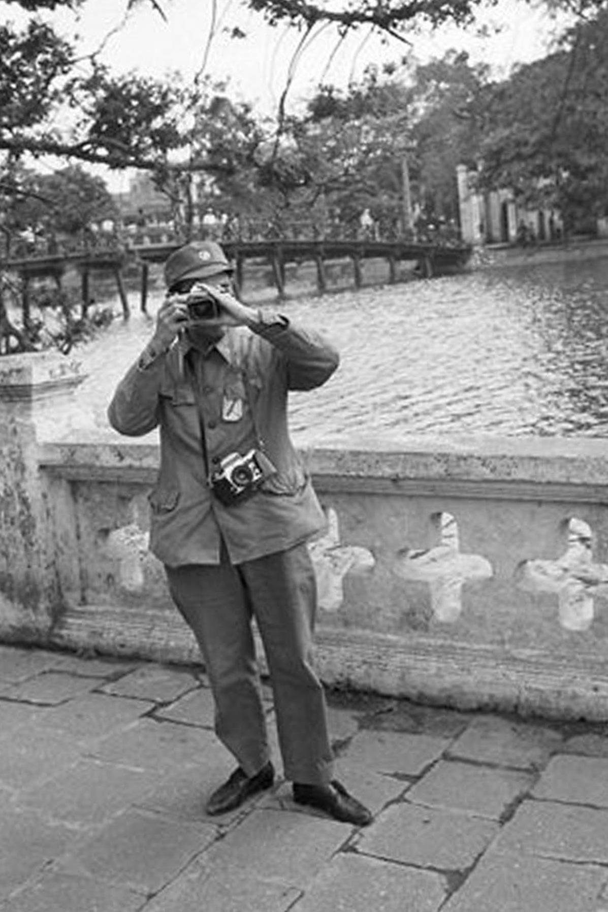 Hồ Gươm đối lập sau nửa thế kỷ qua ảnh tư liệu của phóng viên AP - 13