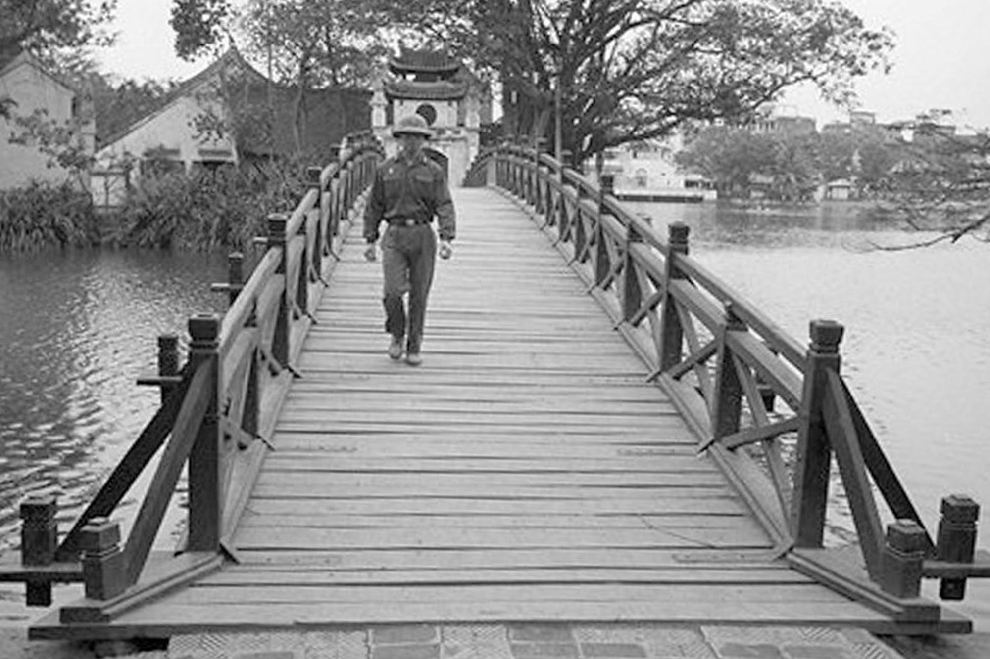 Hồ Gươm đối lập sau nửa thế kỷ qua ảnh tư liệu của phóng viên AP - 1