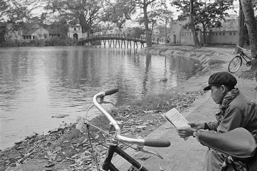 Hồ Gươm đối lập sau nửa thế kỷ qua ảnh tư liệu của phóng viên AP - 9