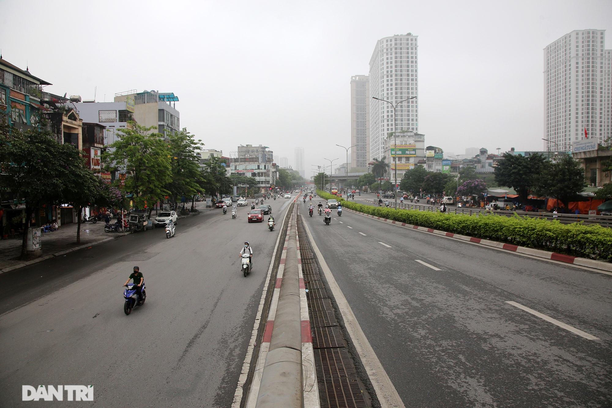 Lo ngại dịch bệnh Covid-19 lây lan, người dân Hà Nội cố thủ trong nhà - 1