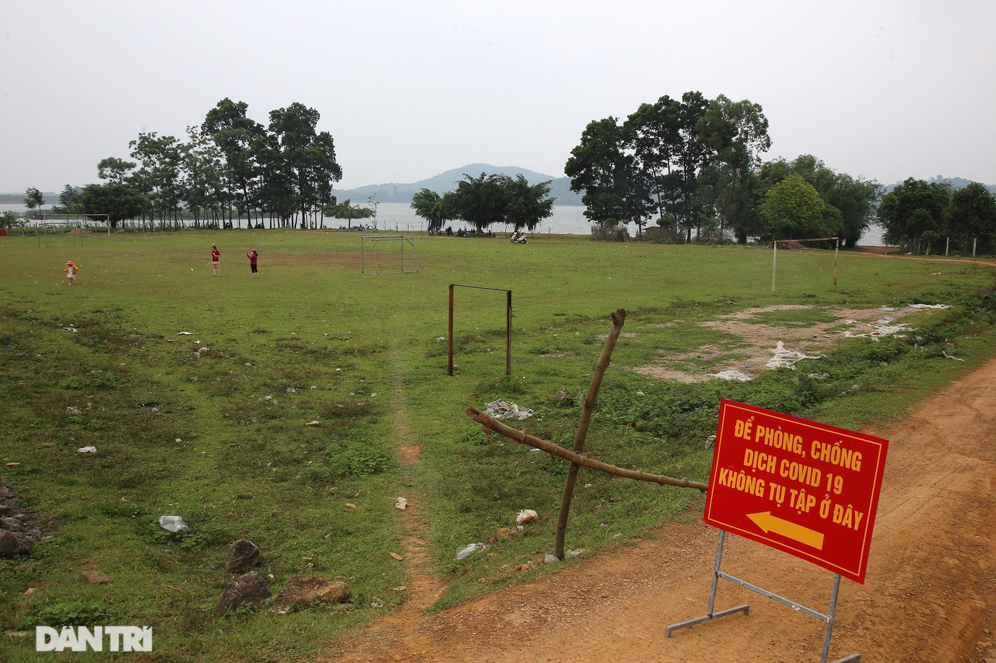 Dù có biển cấm tụ tập, hồ Đồng Mô vẫn tấp nập người đến cắm trại - 5