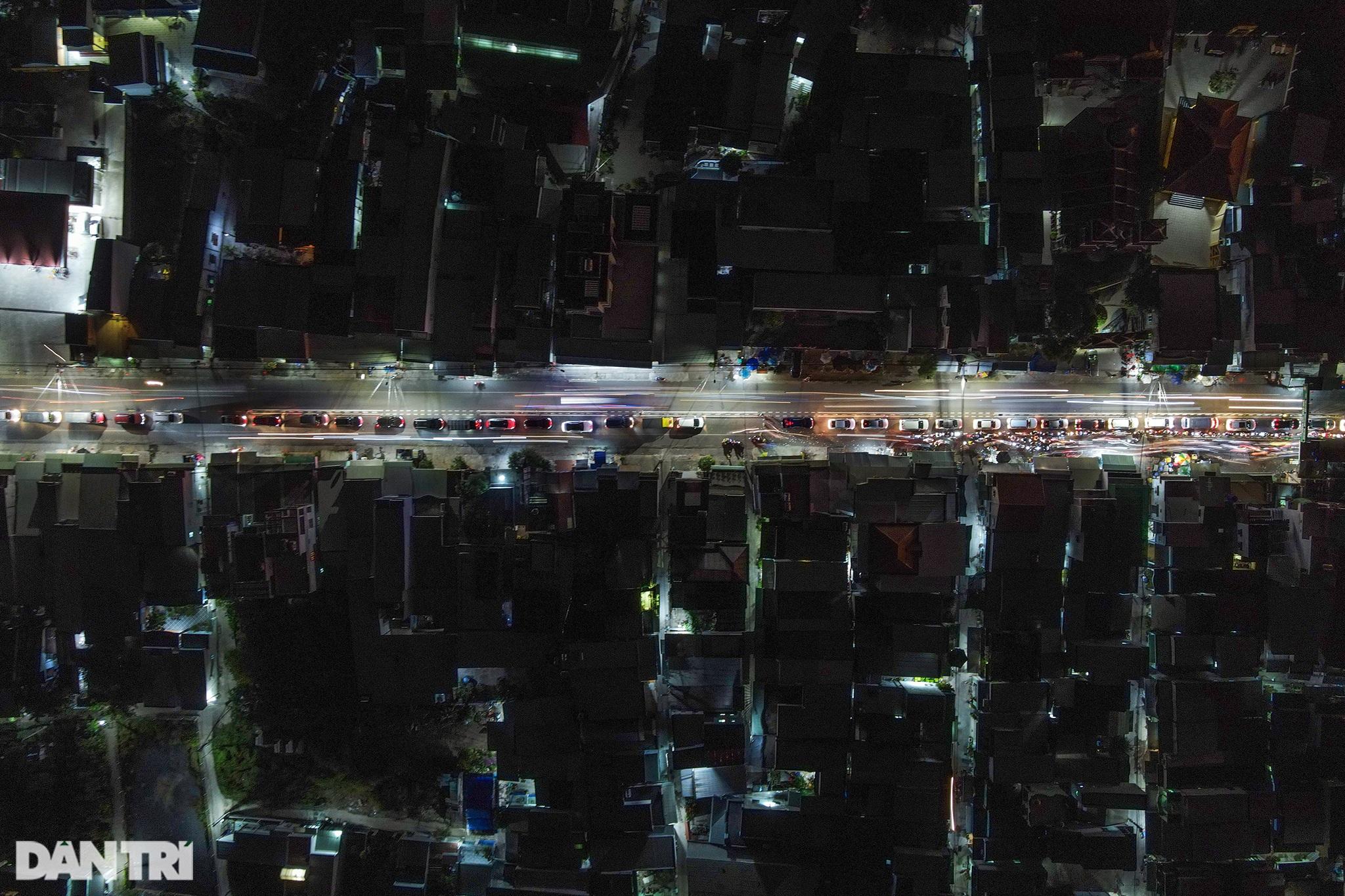 Người dân trở lại Sài Gòn sớm, giao thông cửa ngõ ùn tắc, hỗn loạn - 4