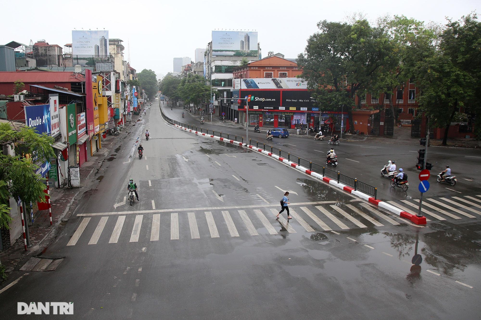 Lo ngại dịch bệnh Covid-19 lây lan, người dân Hà Nội cố thủ trong nhà - 4