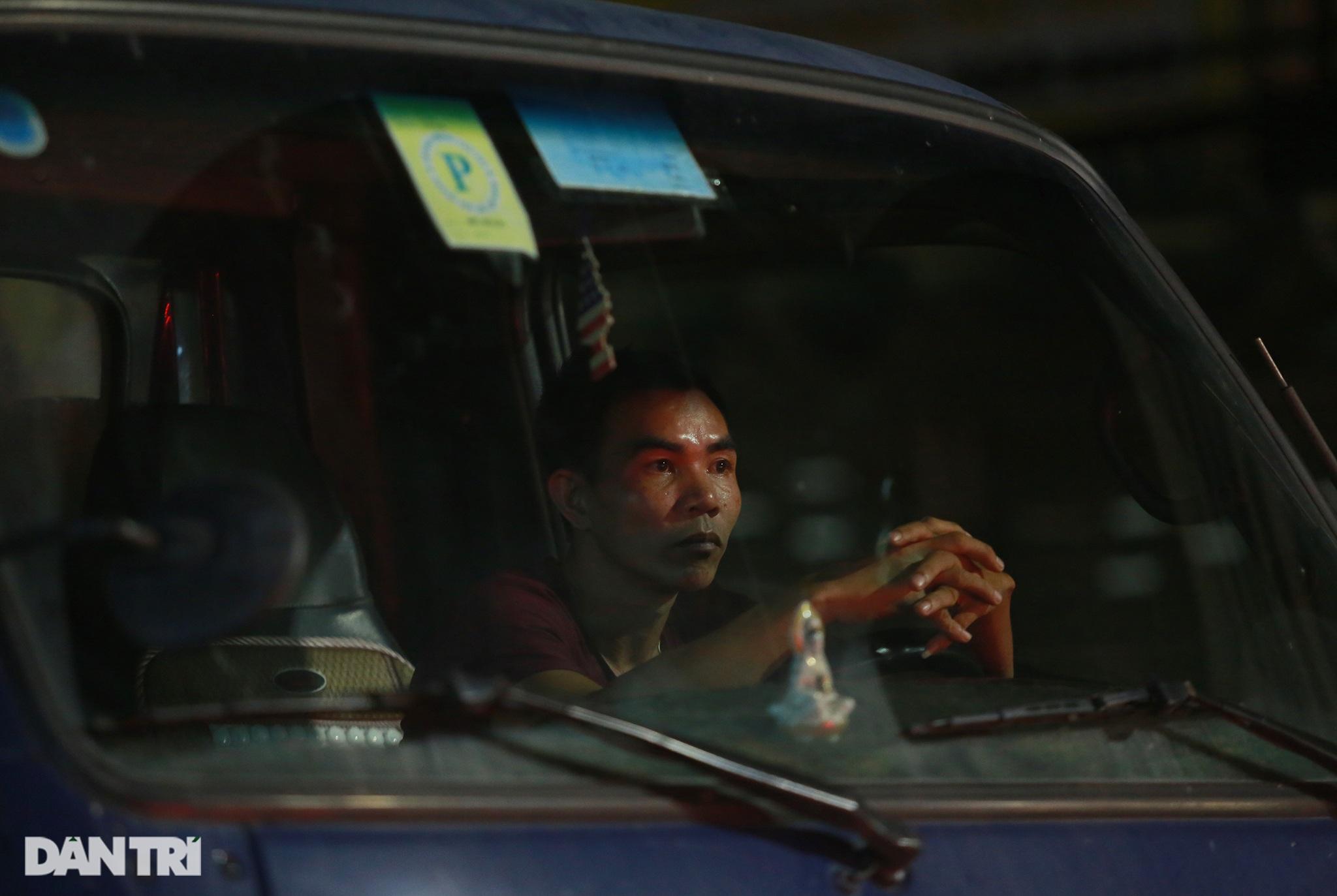 Người dân trở lại Sài Gòn sớm, giao thông cửa ngõ ùn tắc, hỗn loạn - 6