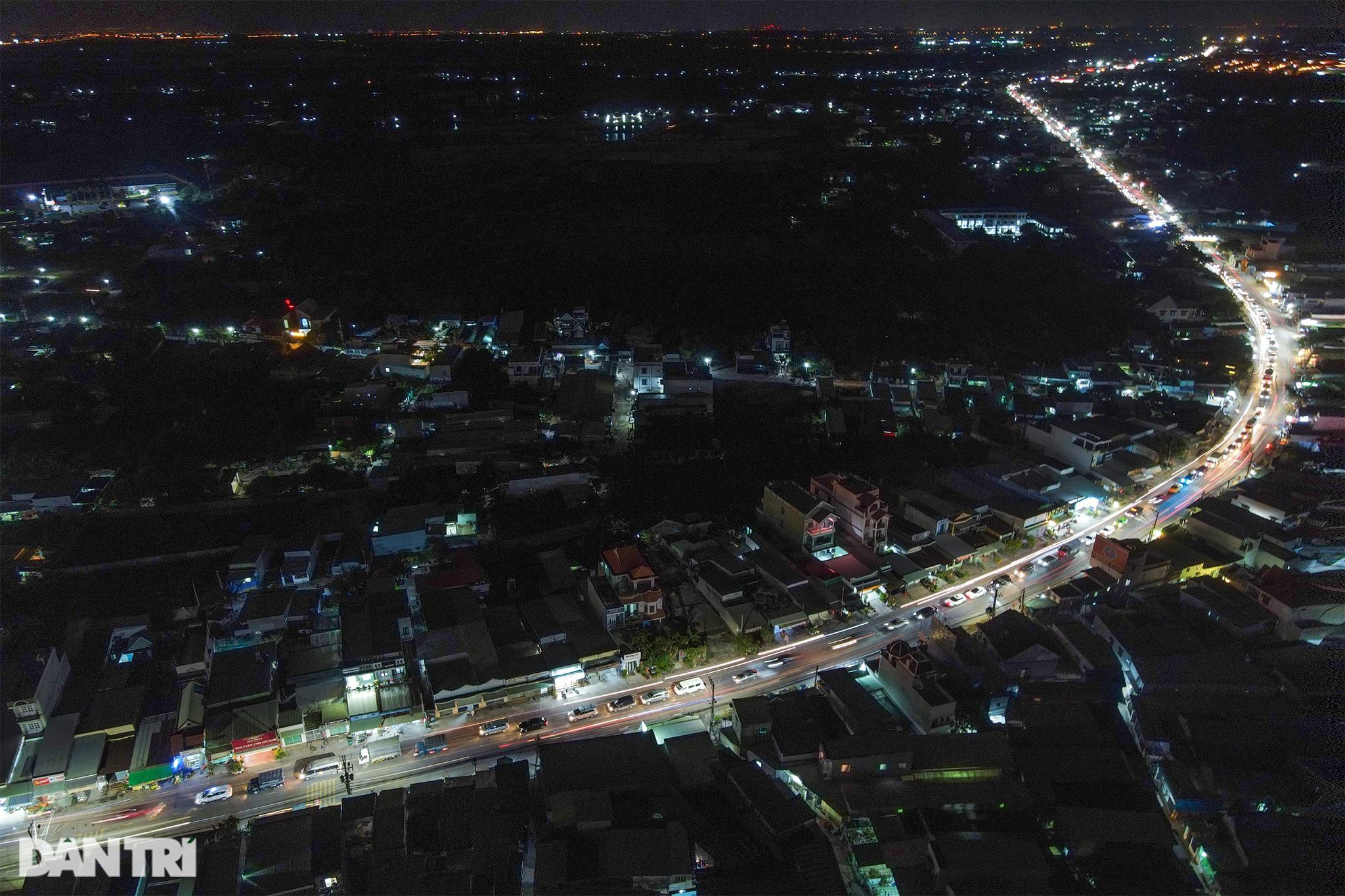 Người dân trở lại Sài Gòn sớm, giao thông cửa ngõ ùn tắc, hỗn loạn - 9
