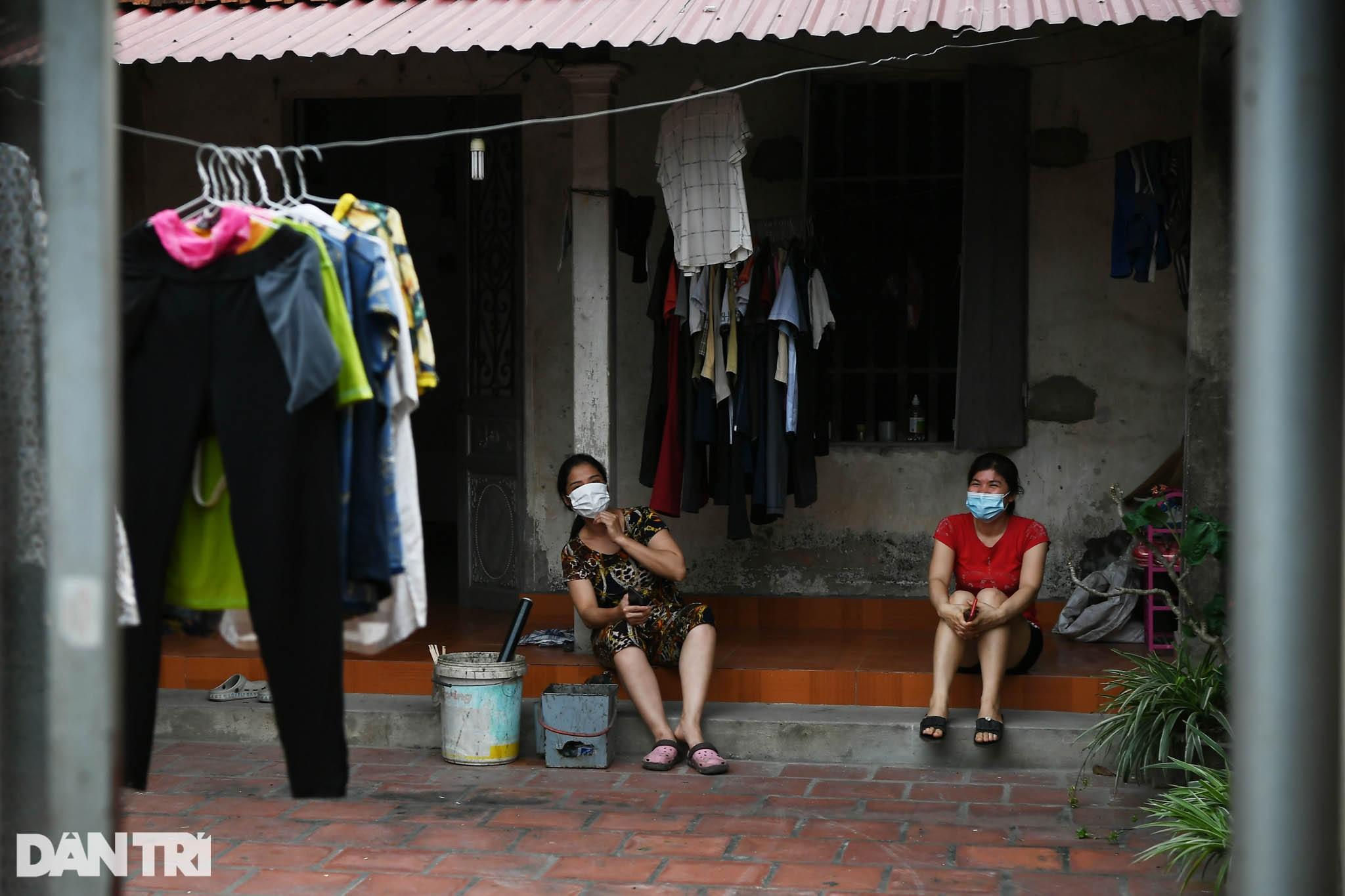 Cuộc sống khu dân cư cách ly ở Hà Nội: Cầu trời cho dịch bệnh qua nhanh - 17