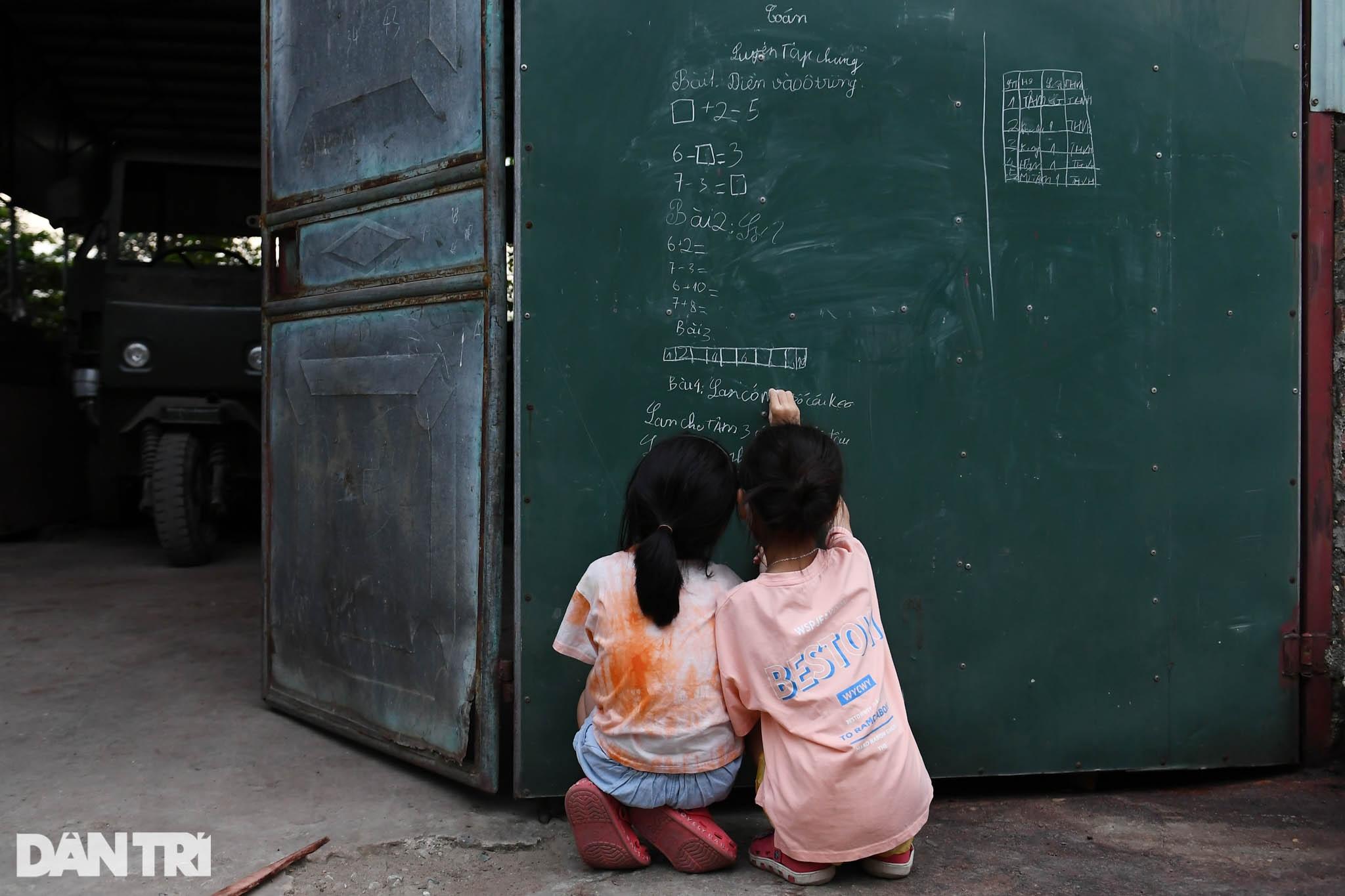 Cuộc sống khu dân cư cách ly ở Hà Nội: Cầu trời cho dịch bệnh qua nhanh - 13