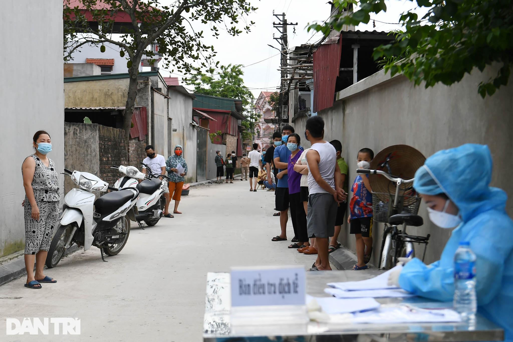 Cuộc sống khu dân cư cách ly ở Hà Nội: Cầu trời cho dịch bệnh qua nhanh - 6