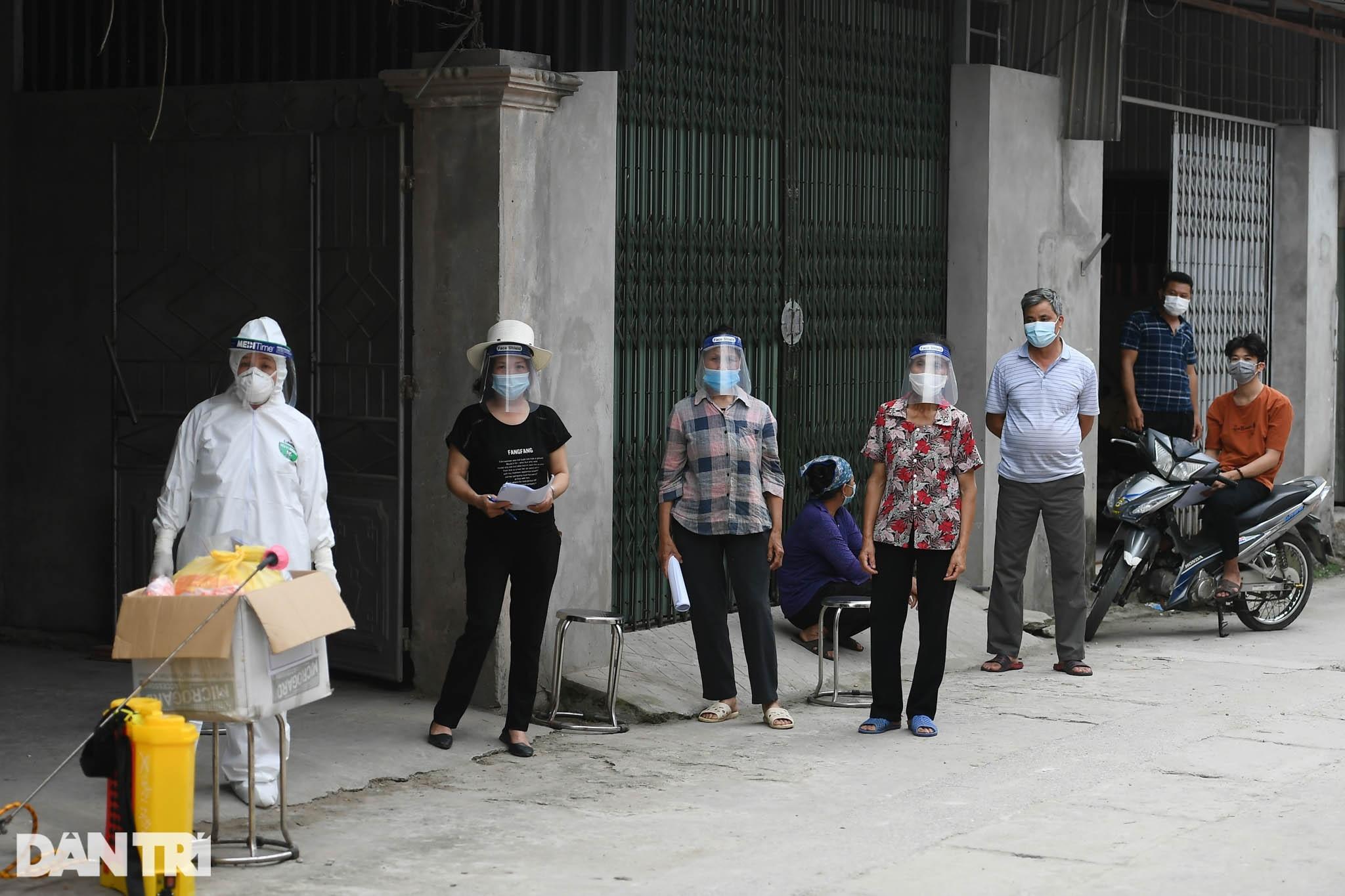 Cuộc sống khu dân cư cách ly ở Hà Nội: Cầu trời cho dịch bệnh qua nhanh - 7