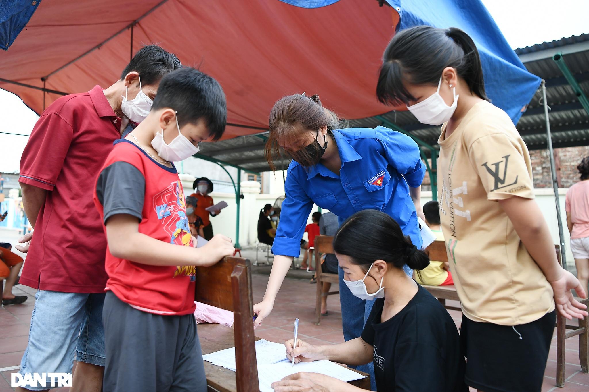 Cuộc sống khu dân cư cách ly ở Hà Nội: Cầu trời cho dịch bệnh qua nhanh - 16