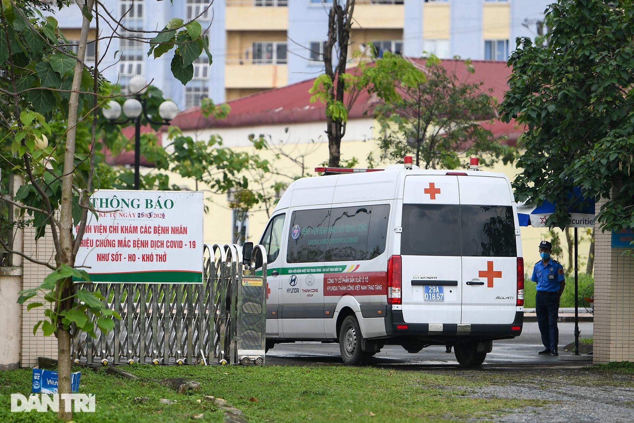 Nội bất xuất, ngoại bất nhập khi phong tỏa Bệnh viện Bệnh Nhiệt đới TƯ 2 - 7