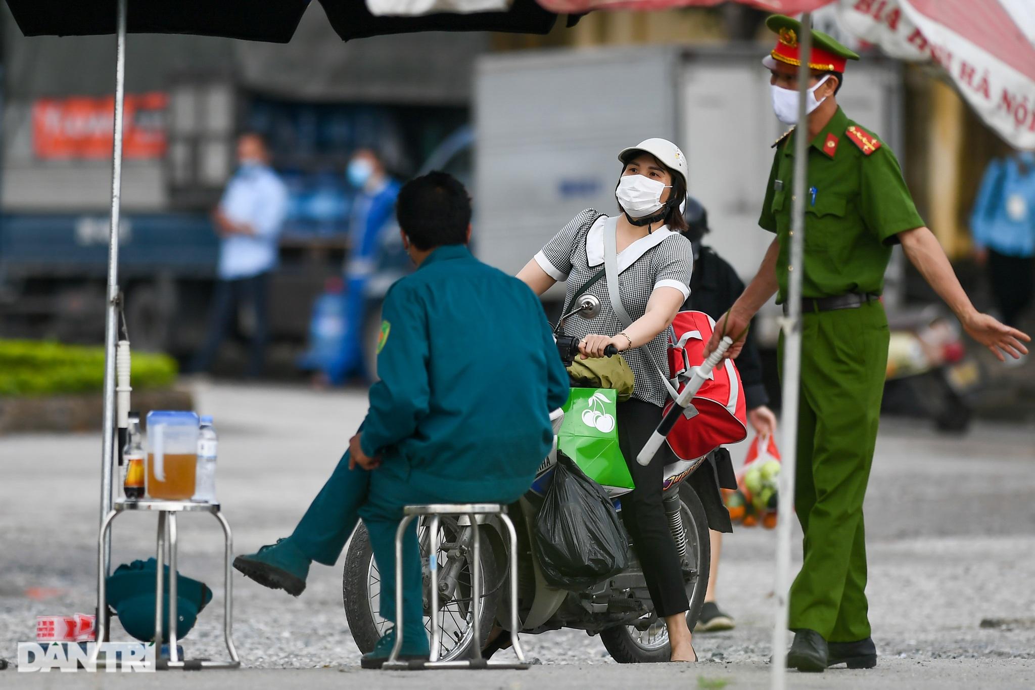 Nội bất xuất, ngoại bất nhập khi phong tỏa Bệnh viện Bệnh Nhiệt đới TƯ 2 - 8