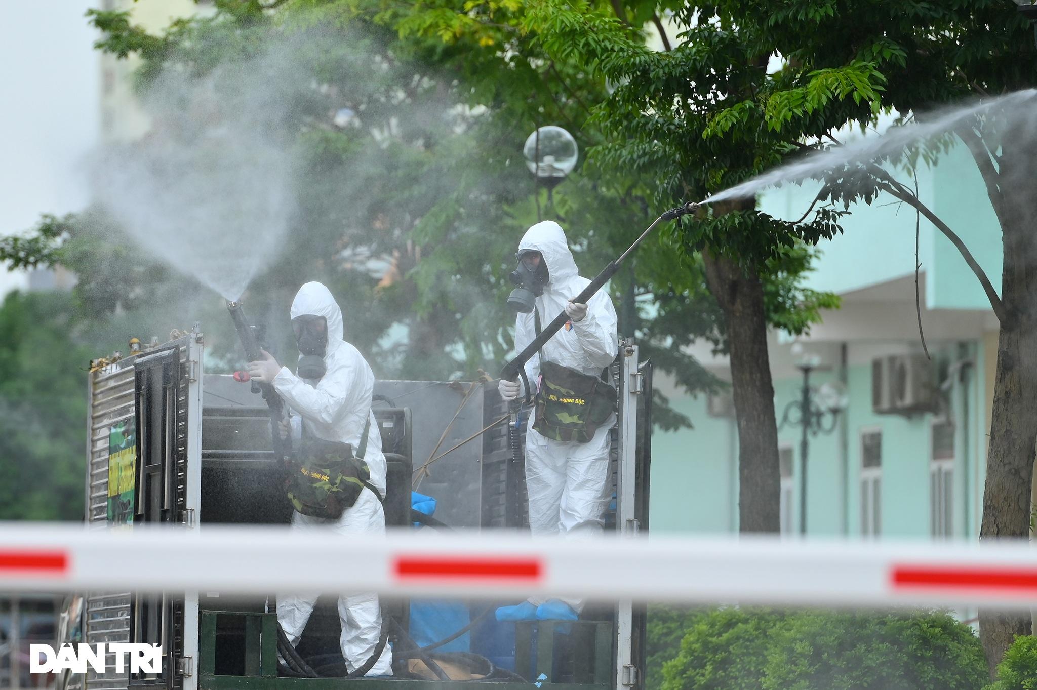 Khẩn cấp phun khử khuẩn, tiêu độc toàn bộ Bệnh viện K cơ sở Tân Triều - 7