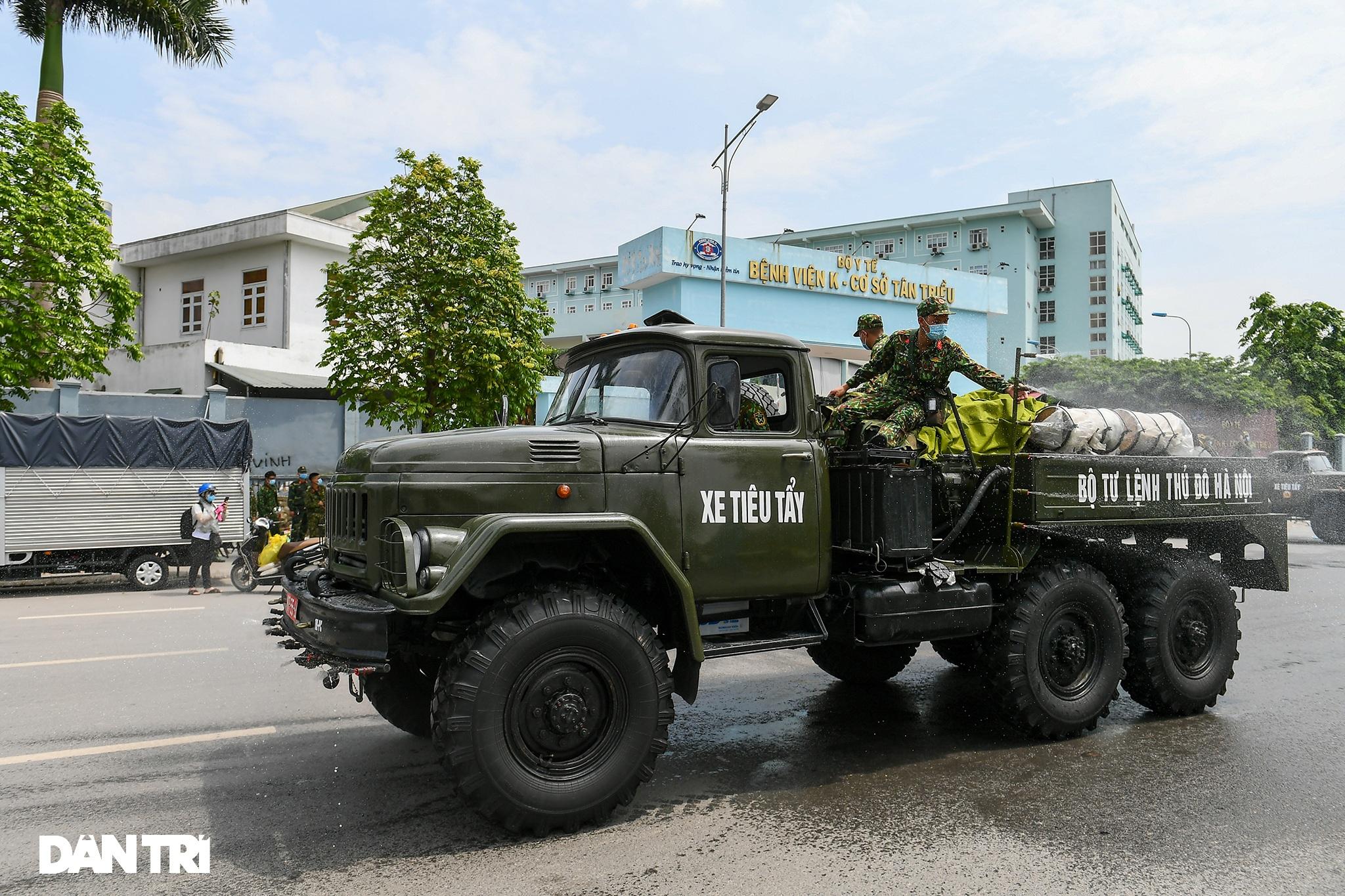 Khẩn cấp phun khử khuẩn, tiêu độc toàn bộ Bệnh viện K cơ sở Tân Triều - 12