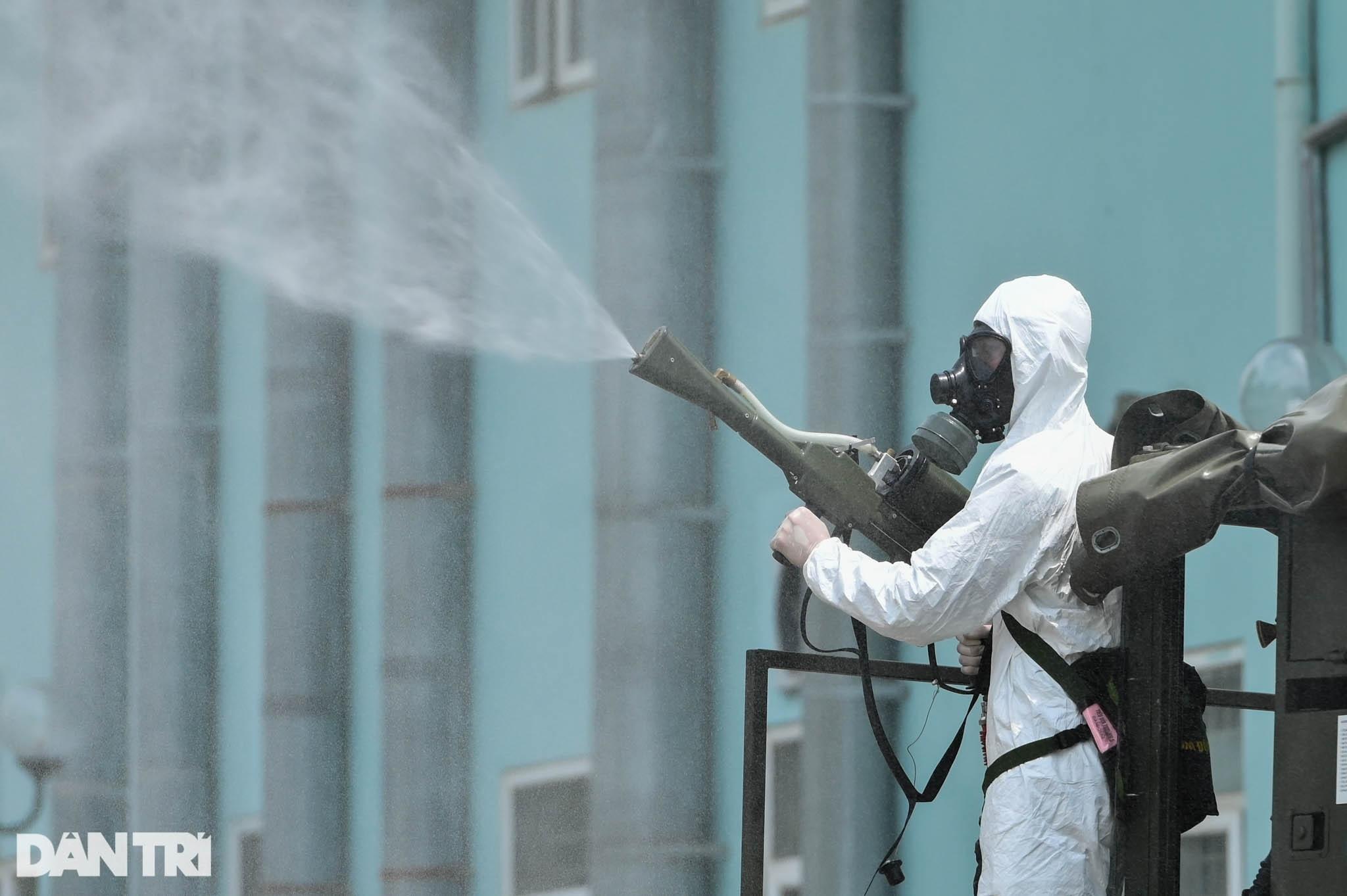 Khẩn cấp phun khử khuẩn, tiêu độc toàn bộ Bệnh viện K cơ sở Tân Triều - 10