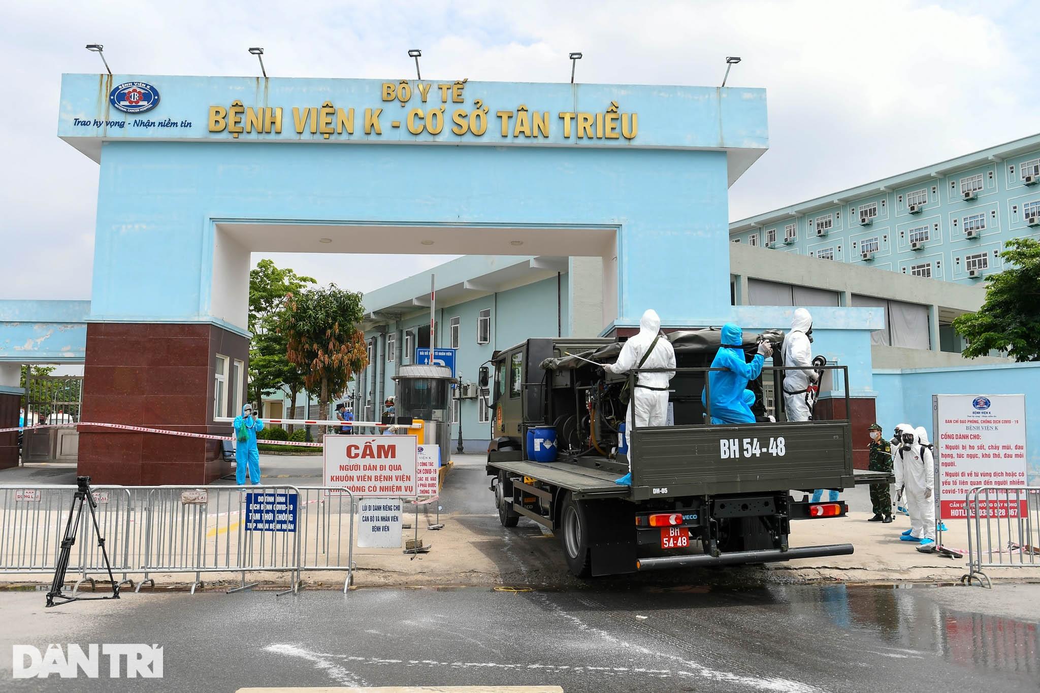 Khẩn cấp phun khử khuẩn, tiêu độc toàn bộ Bệnh viện K cơ sở Tân Triều - 2