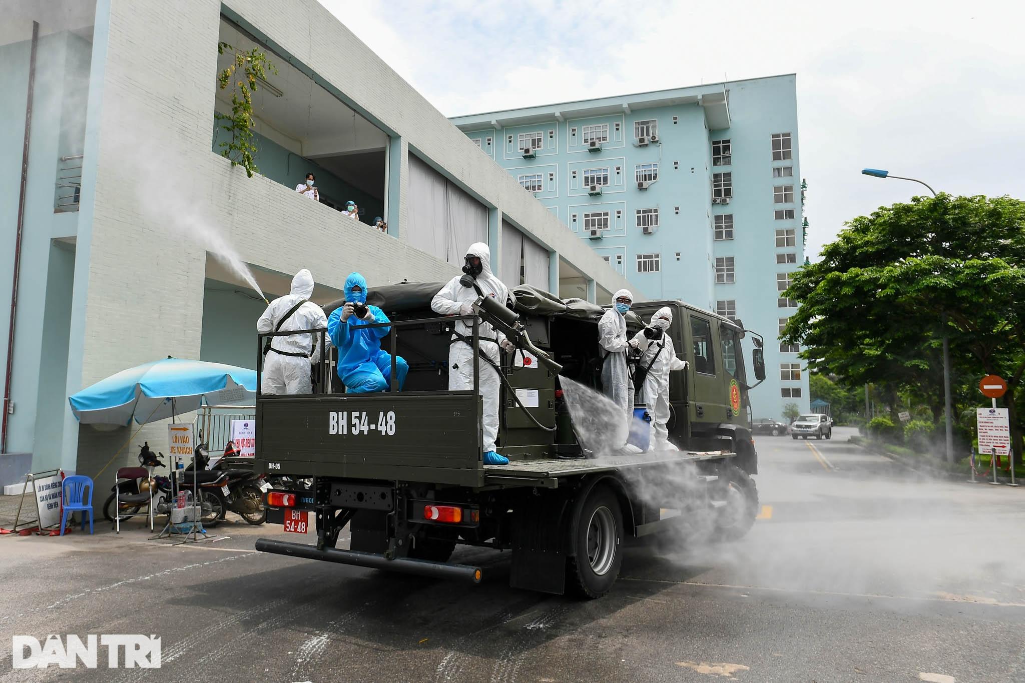 Khẩn cấp phun khử khuẩn, tiêu độc toàn bộ Bệnh viện K cơ sở Tân Triều - 3