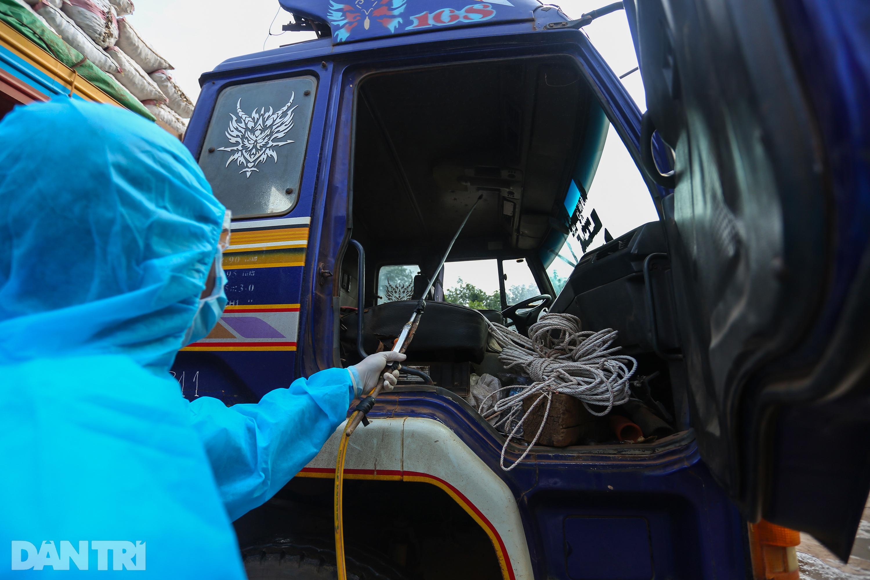 Biệt đội đánh xe thuê ở cửa khẩu biên giới Tây Ninh với Campuchia - 6