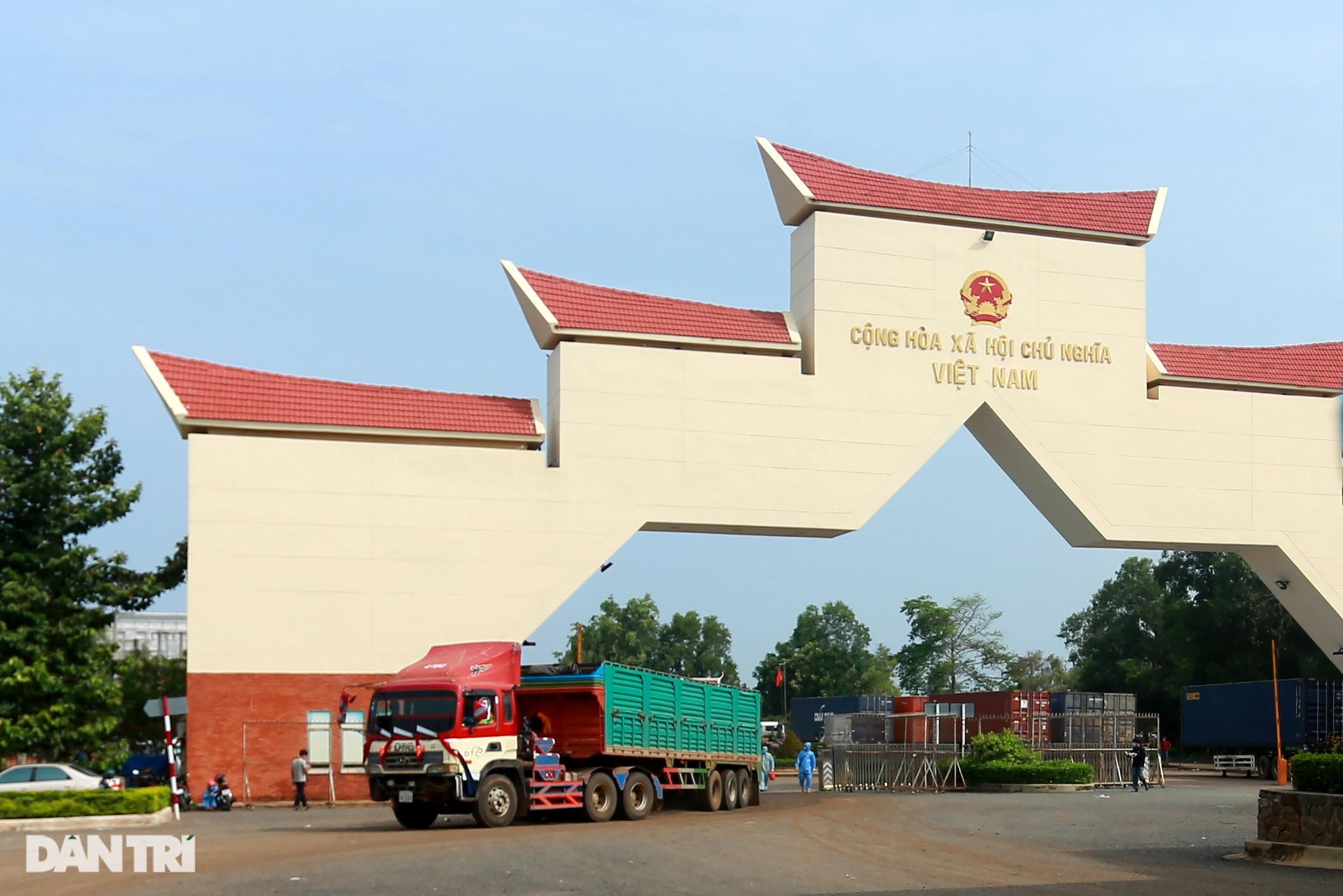 Biệt đội đánh xe thuê ở cửa khẩu biên giới Tây Ninh với Campuchia - 15