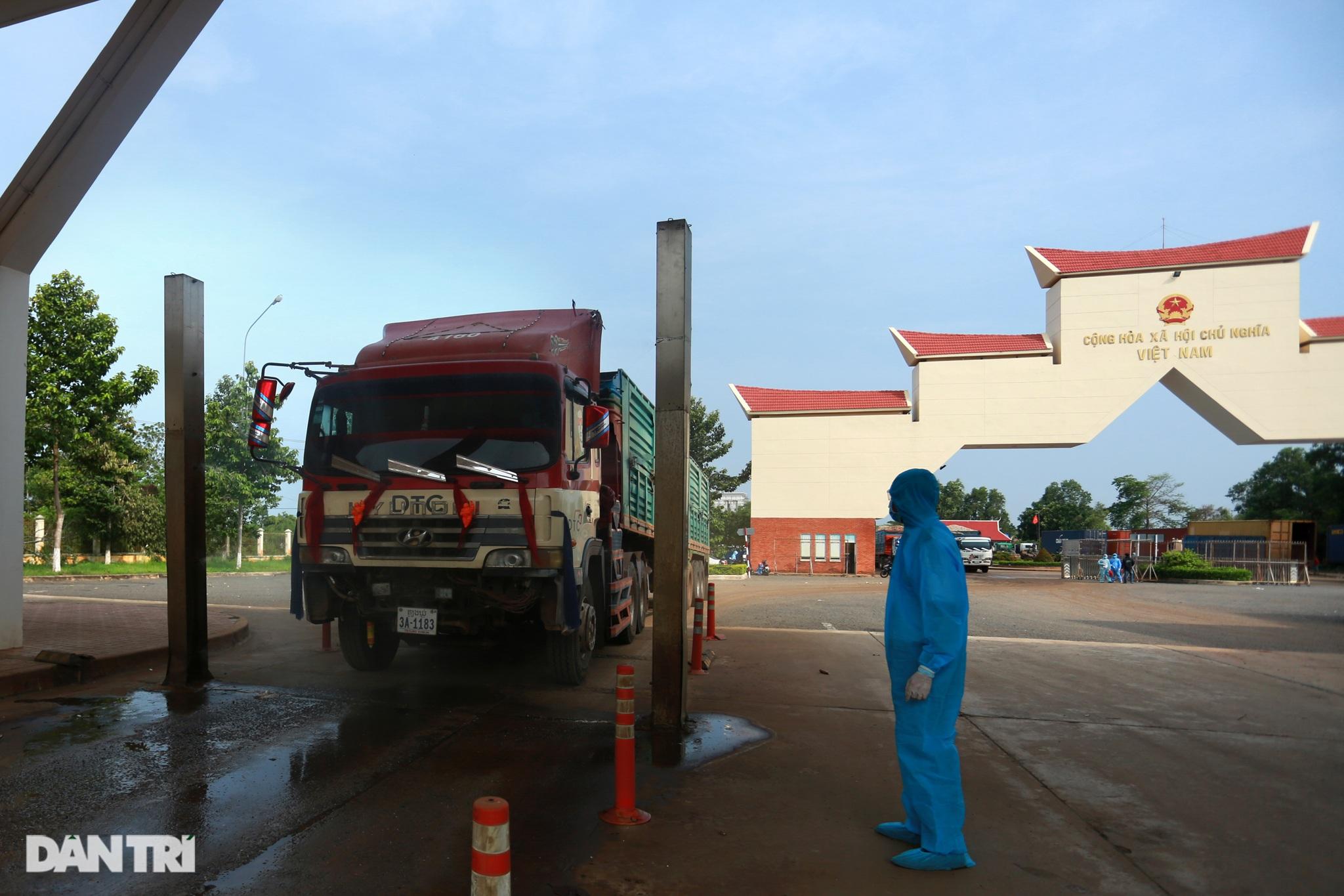 Biệt đội đánh xe thuê ở cửa khẩu biên giới Tây Ninh với Campuchia - 7
