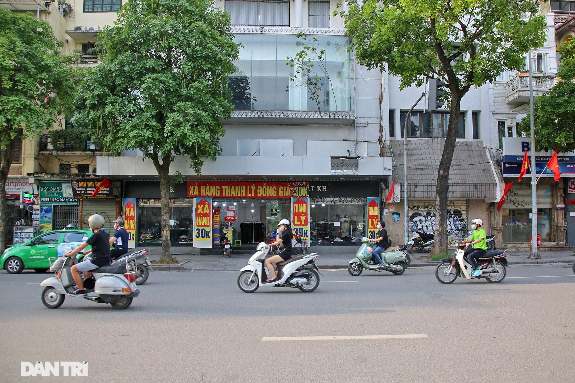 Các siêu cửa hàng mặt tiền phố cổ ế khách vì Covid-19 - 5