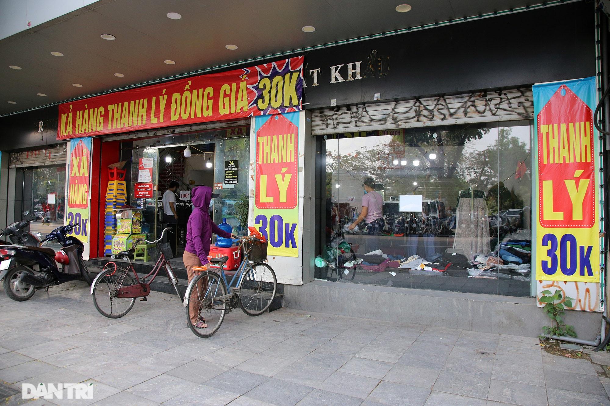 Các siêu cửa hàng mặt tiền phố cổ ế khách vì Covid-19 - 6