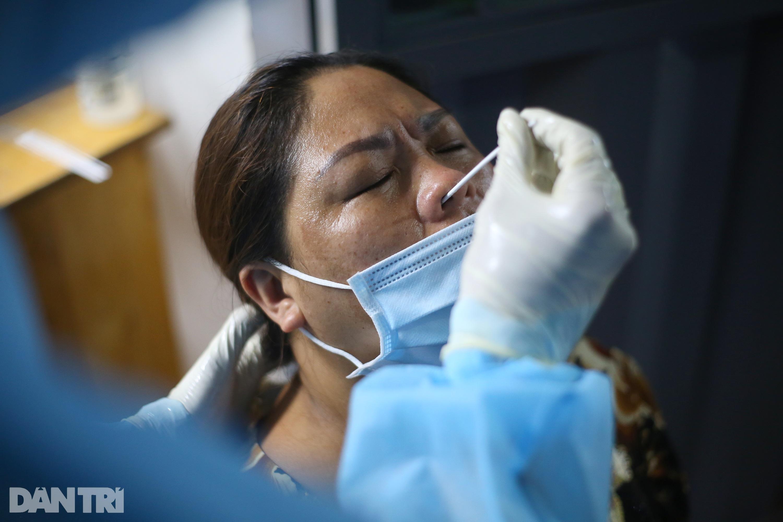 Xuyên đêm lấy 1.000 mẫu xét nghiệm SARS-CoV-2 tại bệnh viện TP Thủ Đức - 7