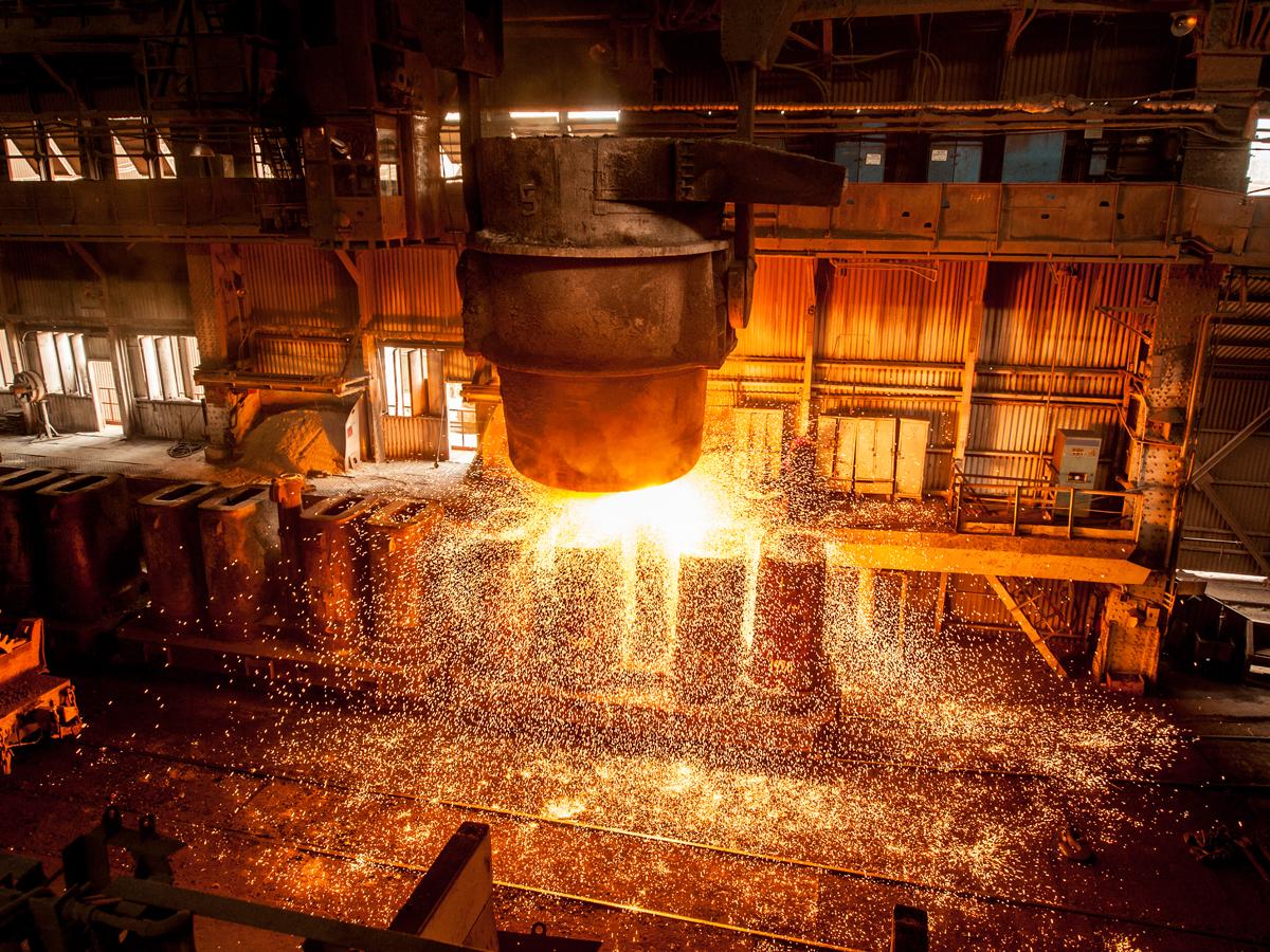 Giá quặng sắt tăng phi mã, tiền Trung Quốc ồ ạt chảy sang
