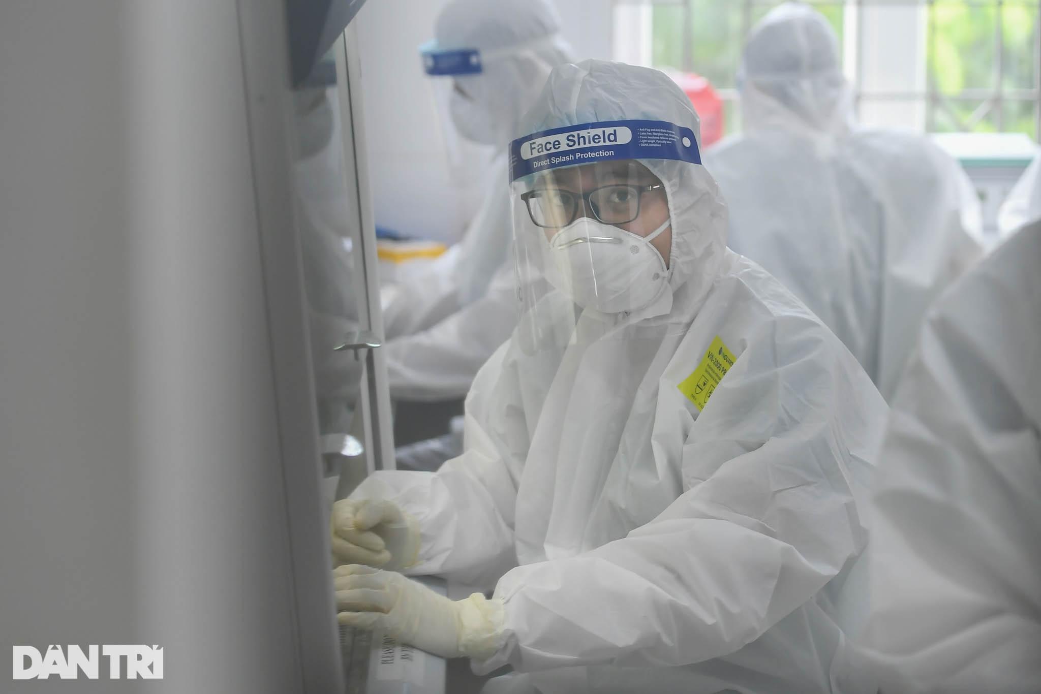 Cận cảnh khu xét nghiệm lớn nhất Việt Nam, cao điểm xử lý 20.000 mẫu/ngày - 20