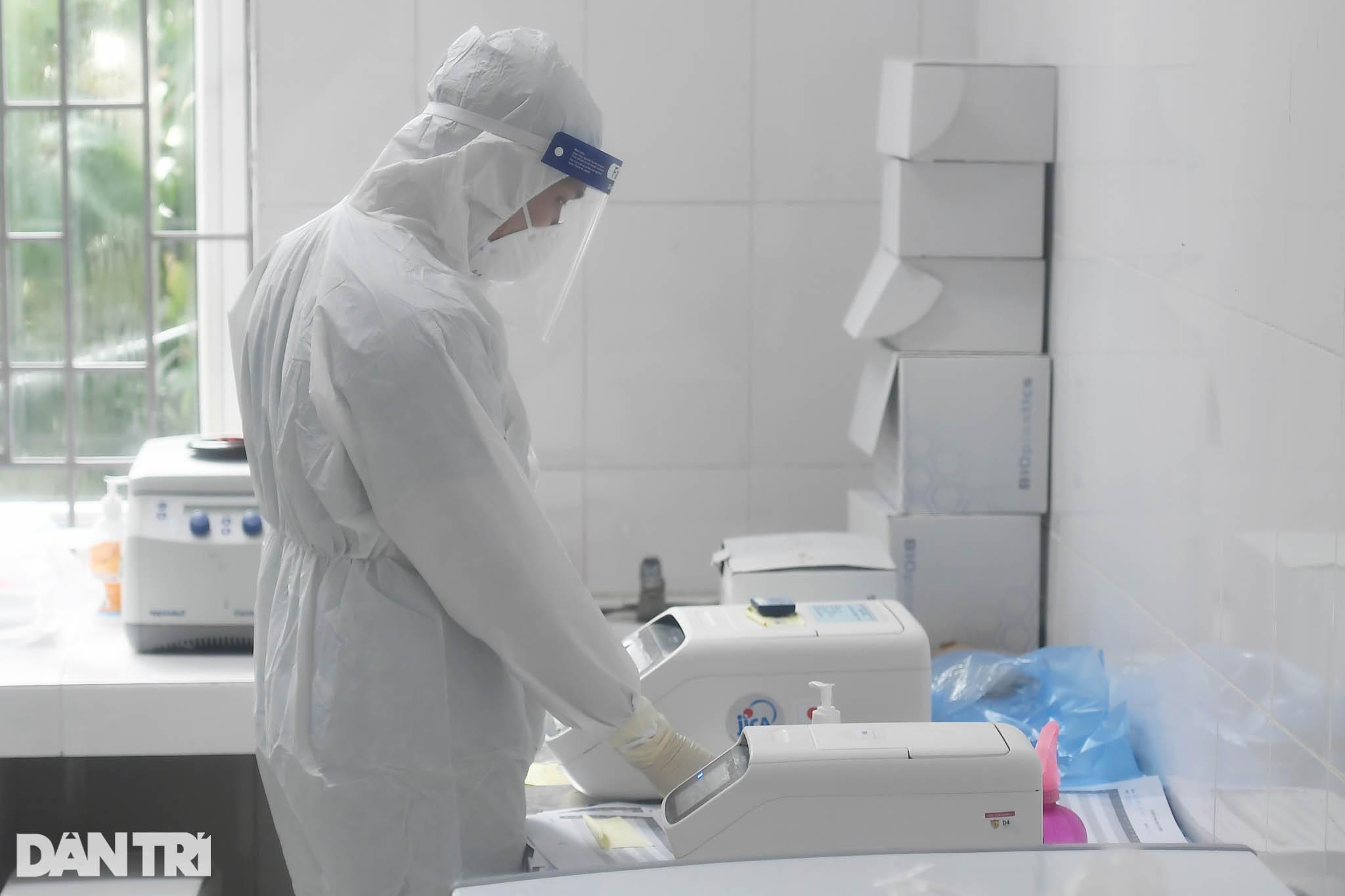 Cận cảnh khu xét nghiệm lớn nhất Việt Nam, cao điểm xử lý 20.000 mẫu/ngày - 19