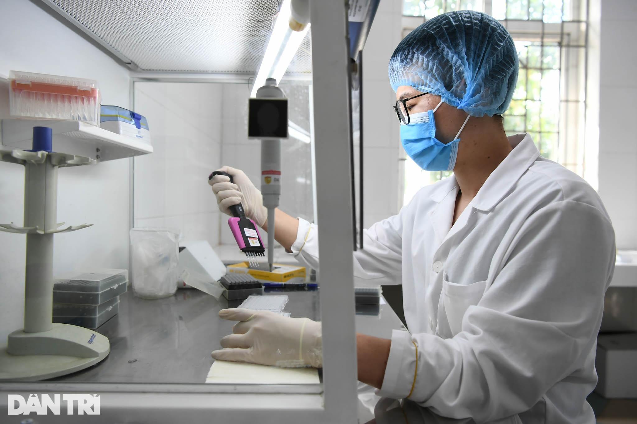 Cận cảnh khu xét nghiệm lớn nhất Việt Nam, cao điểm xử lý 20.000 mẫu/ngày - 10
