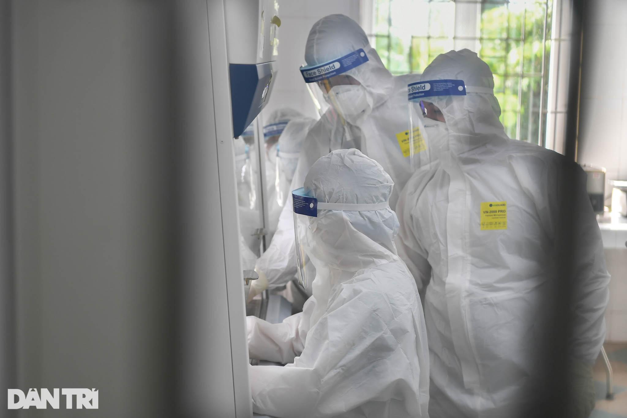 Cận cảnh khu xét nghiệm lớn nhất Việt Nam, cao điểm xử lý 20.000 mẫu/ngày - 3