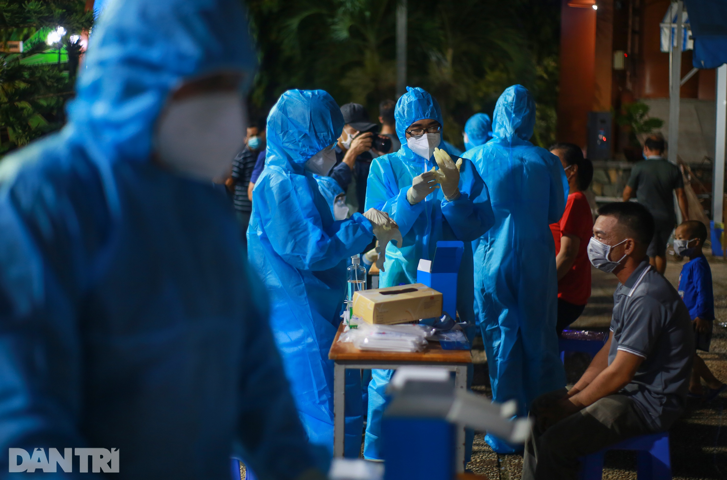 TPHCM: Trắng đêm xét nghiệm 50.000 người Gò Vấp tìm chuỗi lây ở hội thánh - 1